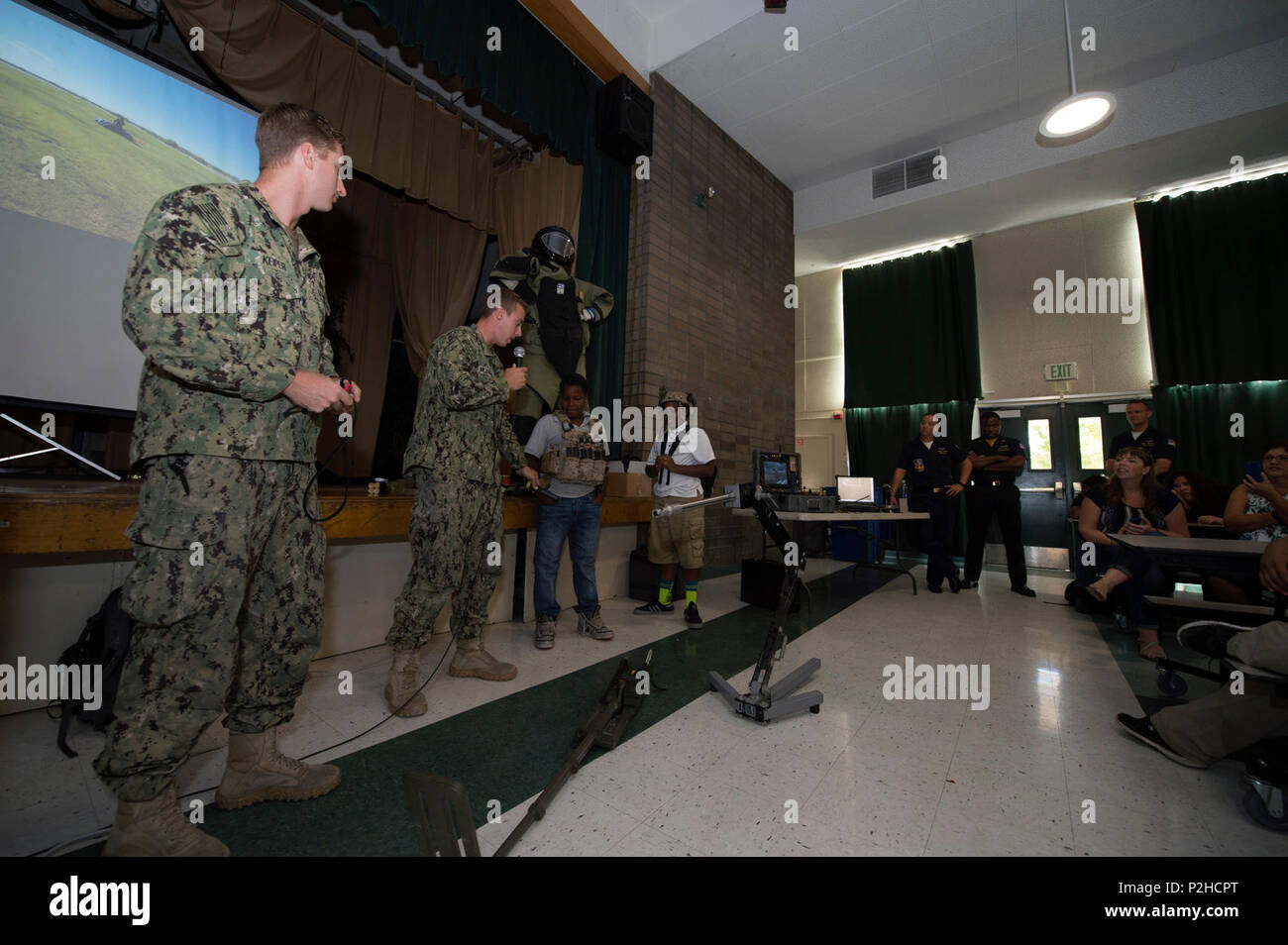 160927-N-KB426-015   SACRAMENTO, Calif. (Sept. 27, 2016) Sailors, assigned to Explosive Ordnance Disposal Mobile Unit (EODMU) 3, speak with Mills Middle School students during a presentation as part of Sacramento Navy Week 2016. Navy Weeks focus a variety of assets, equipment and personnel on a single city for a week-long series of engagements designed to bring America's Navy closer to the people it protects, in cities that do not have a large naval presence. (U.S. Navy photo by Mass Communication Specialist 3rd Class James Vazquez/Released) - Stock Image