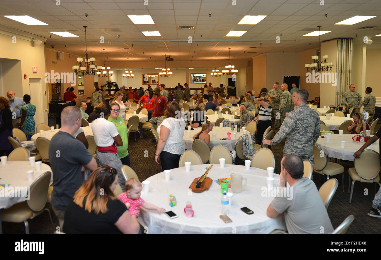 Team Shaw members interact during a deployed family dinner at the Carolina Skies Club and Conference Center at Shaw Air Force Base, S.C., Sept. 26, 2016. The event was hosted by the 20th Fighter Wing Chapel to support families of deployed Airmen by providing a complimentary dinner as well as face-to-face interactions with leadership. (U.S. Air Force photo by Airman 1st Class Christopher Maldonado) - Stock Image