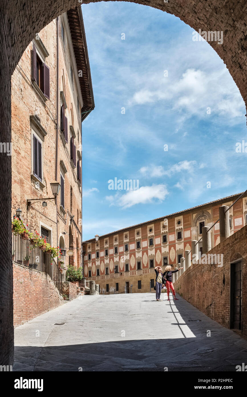 San Miniato, Tuscany, Italy. The entrance to the Piazza della Repubblica, with the frescoed facade of the 18c Episcopal Seminary on the right - Stock Image