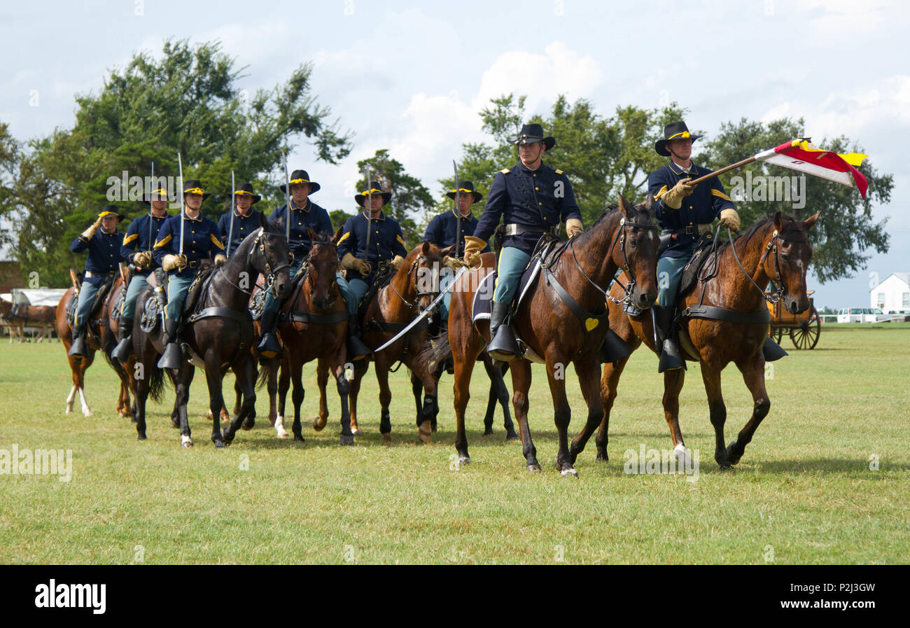 soldiers with the 1st cavalry division horse cavalry detachment