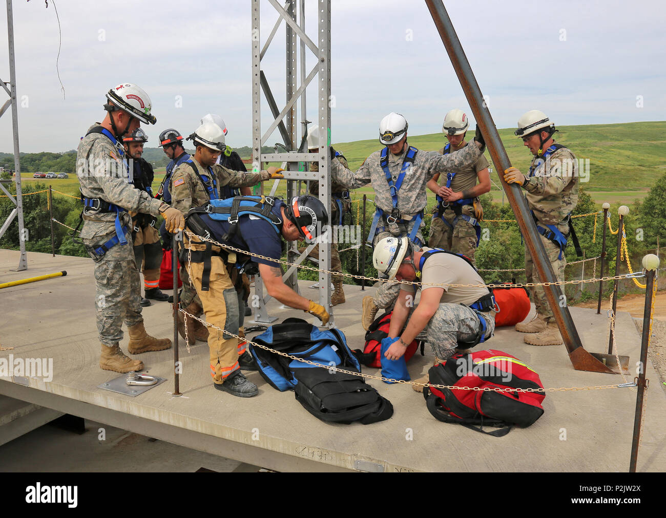 U S  Soldiers assigned to the 911th Technical Rescue Engineering