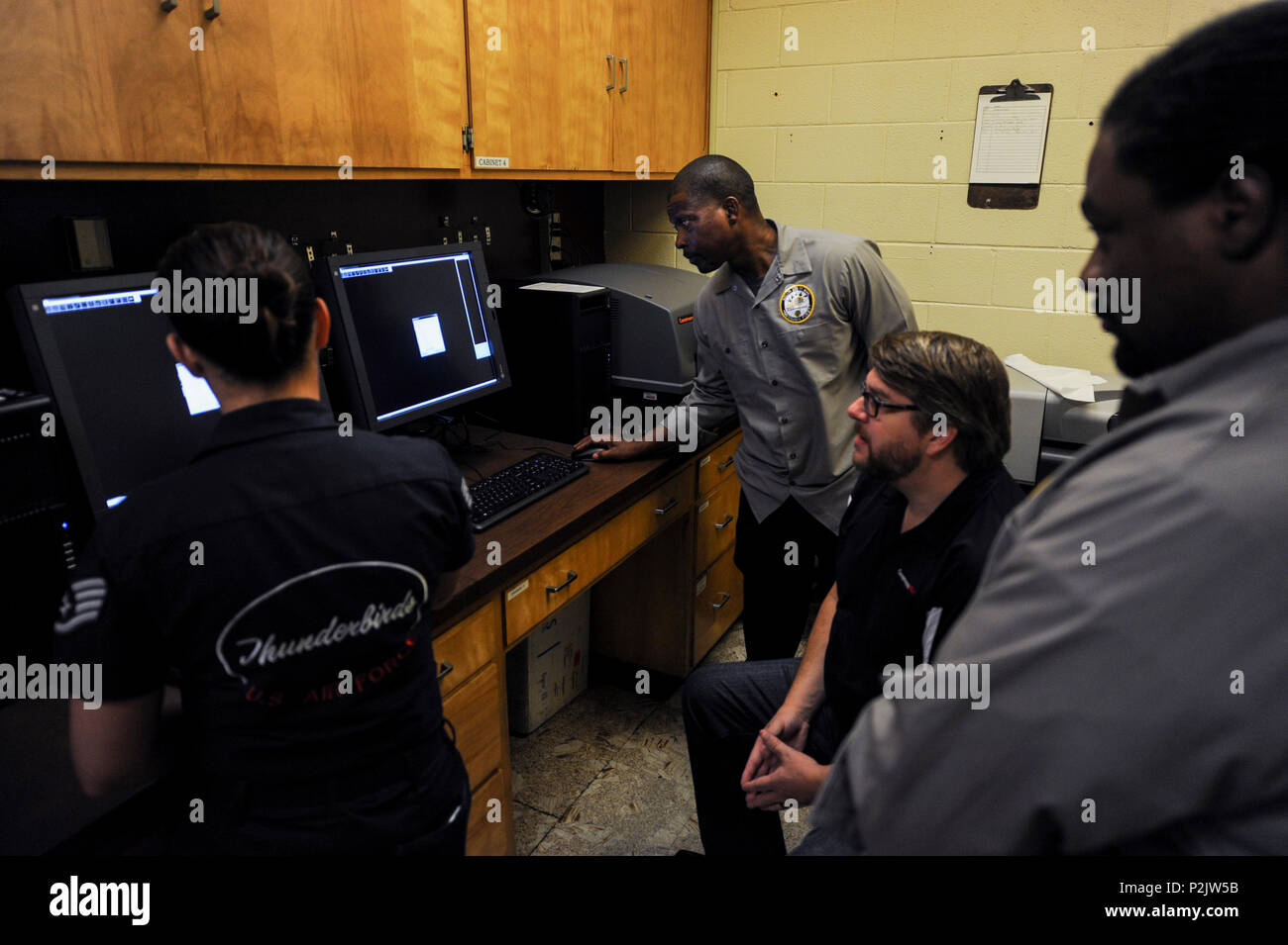 Battery Lab Stock Photos Images Alamy Integrated Circuitvintage Non Destructive Inspection Technicians Receive Training On A New X Ray Process In The