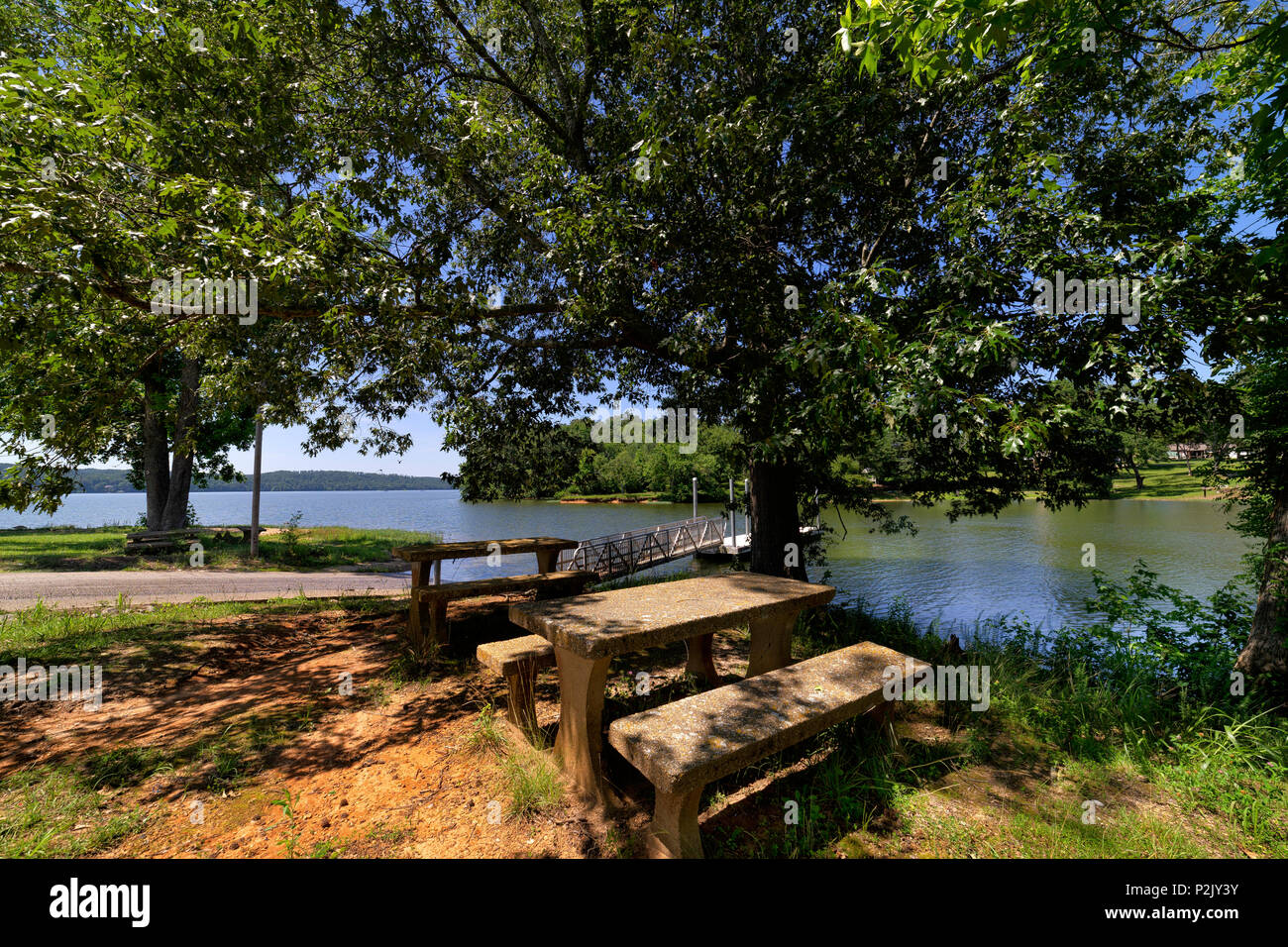 The boat launch and picnic area at the public access to Pickwick Lake in Waterloo, Alabama. - Stock Image