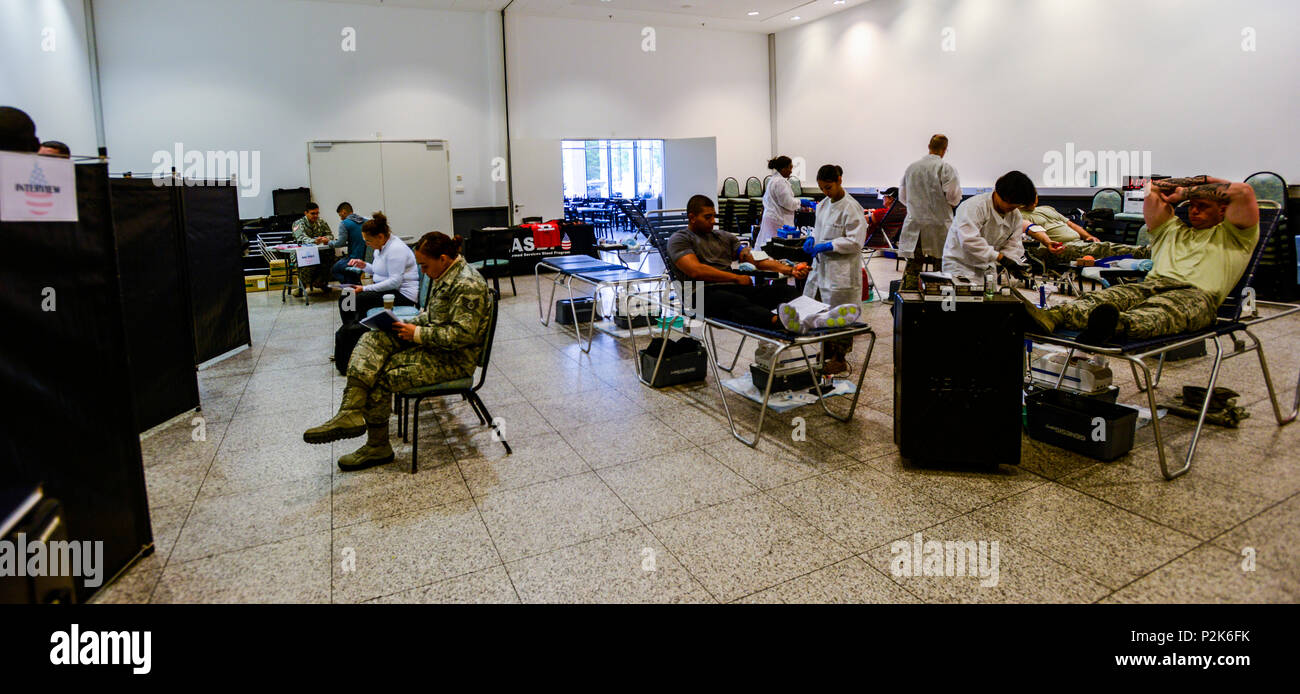 U.S. service members and civilians donate blood during a blood drive at the Kaiserslautern Military Community Center, Sept. 20, 2016. The Armed Services Blood Program-Europe hosted the blood drive to collect donations meant to go directly to service members and their families. (U.S. Air Force photo by Staff Sgt. Timothy Moore) - Stock Image