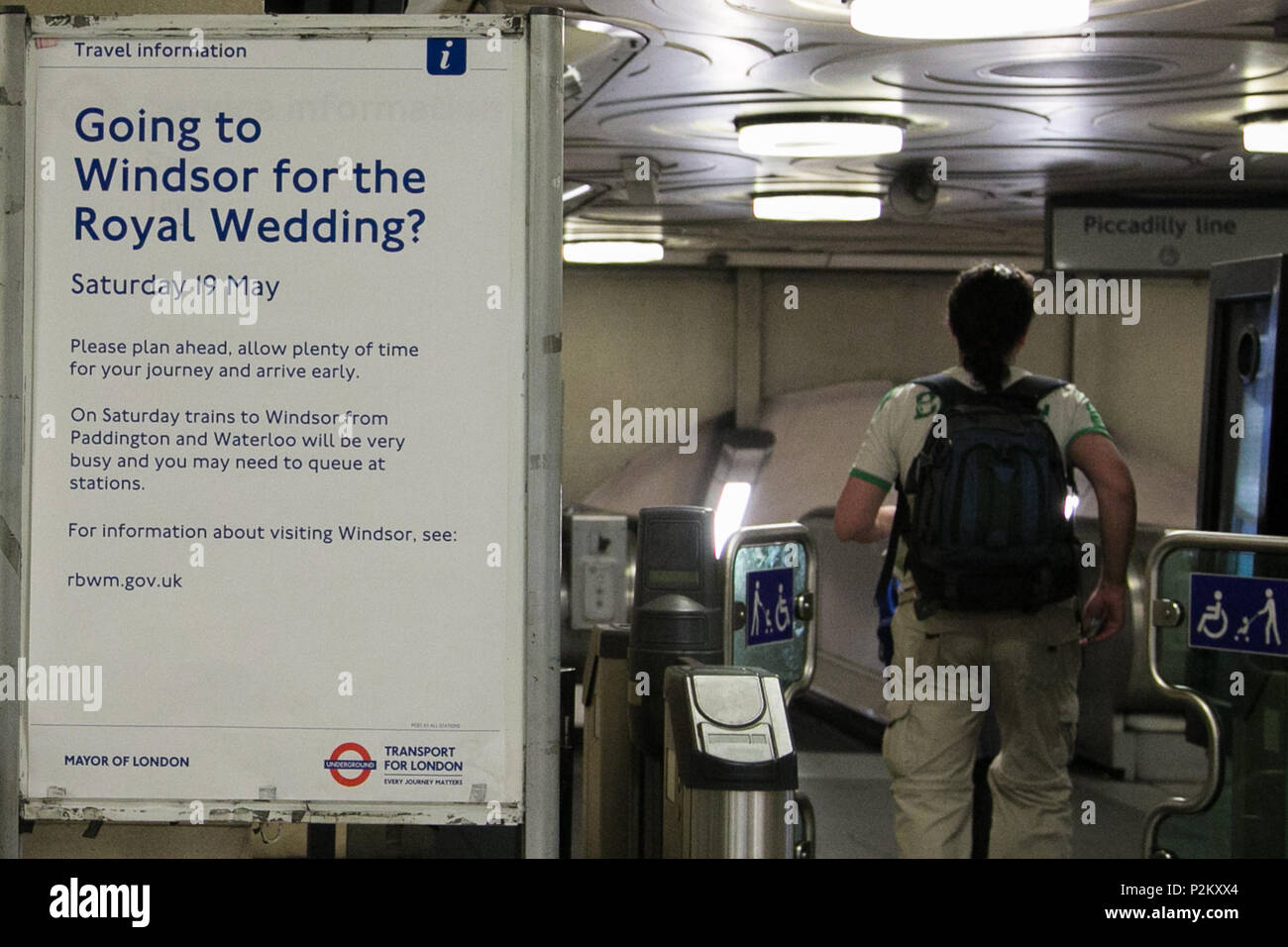 London Travel Advice >> Transport For London S Poster At Manor House Station On Travel