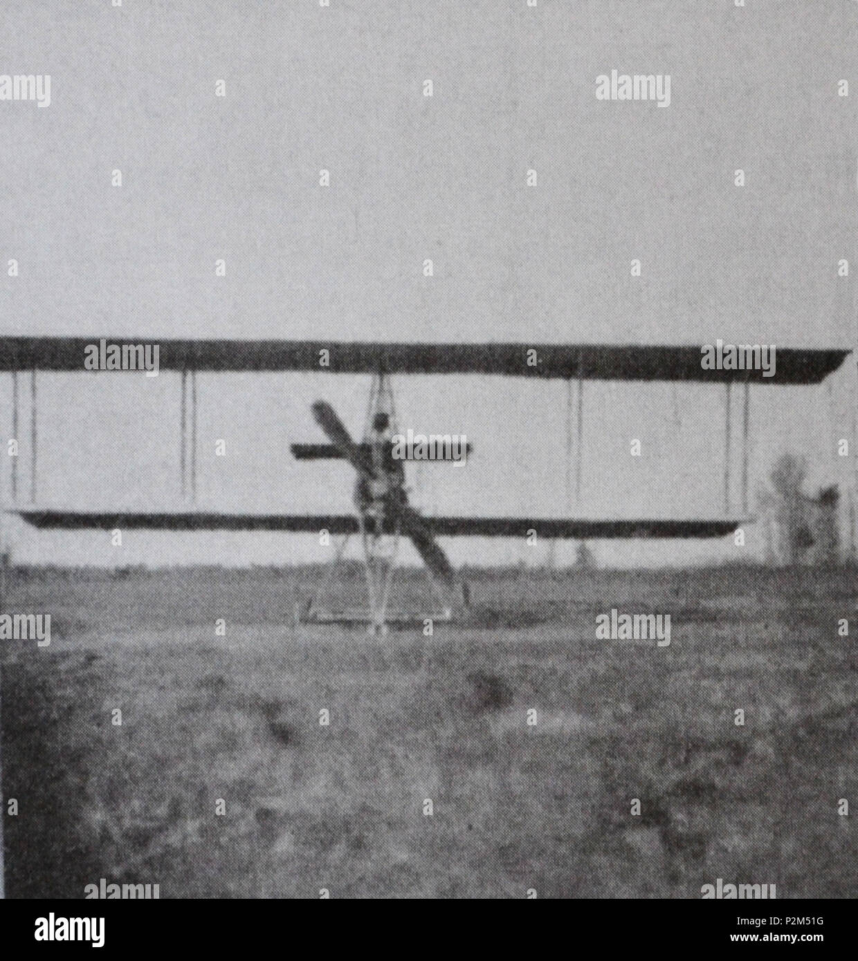 . English: 'Front view of the third Caproni biplane' (translation of the original caption). Italiano: 'Il terzo biplano Caproni visto di fronte' (didascalia originale). between 1910 and 1911. Unknown 15 Caproni Ca.3 (1910-1911) front view Stock Photo