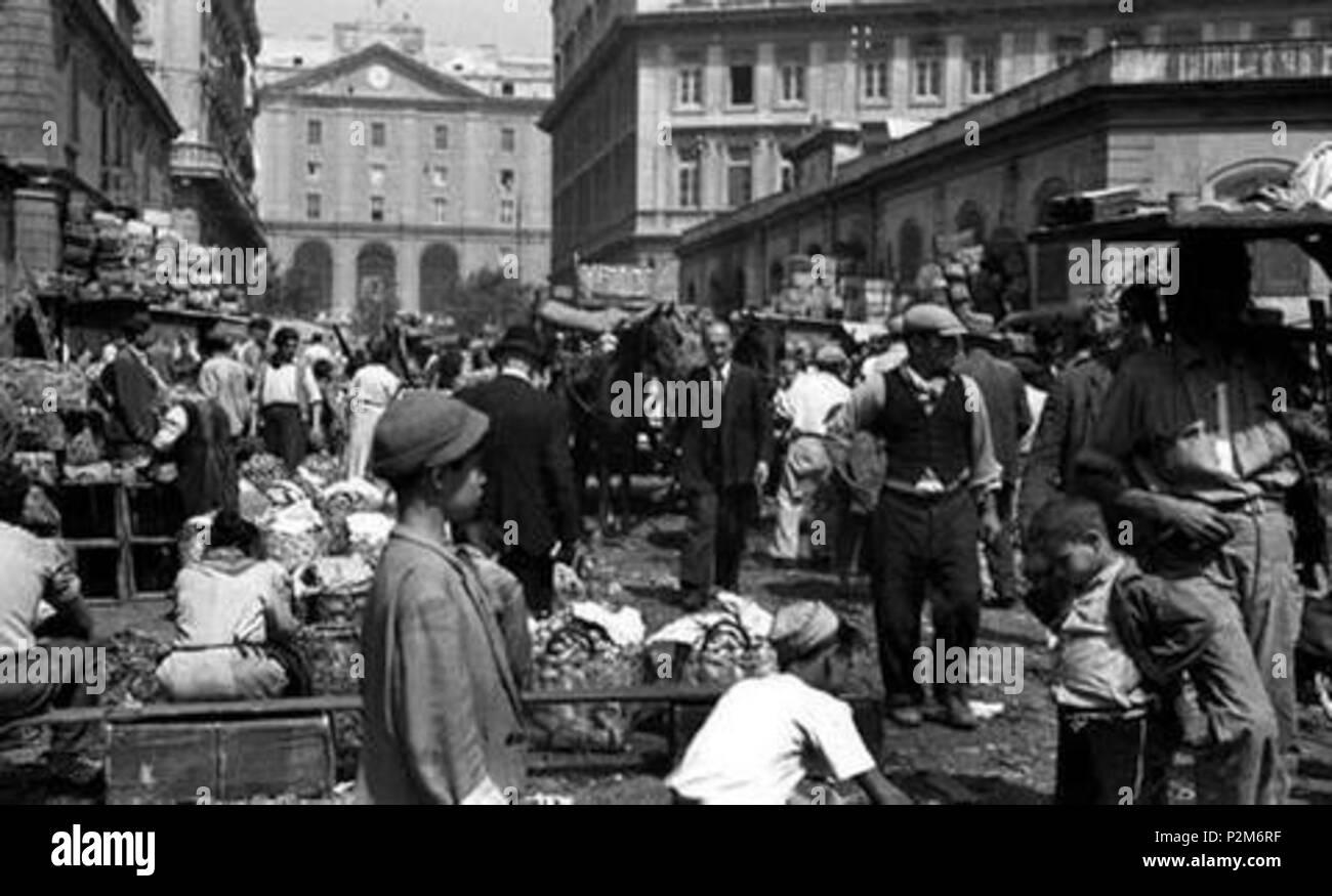 . Italiano: Napoli, Arenaccia. Mercato in via Sant'Alfonso Maria de' Liguori. Autore sconosciuto. first half of the 20th century. Unknown 59 Napoli, Arenaccia - Stock Image
