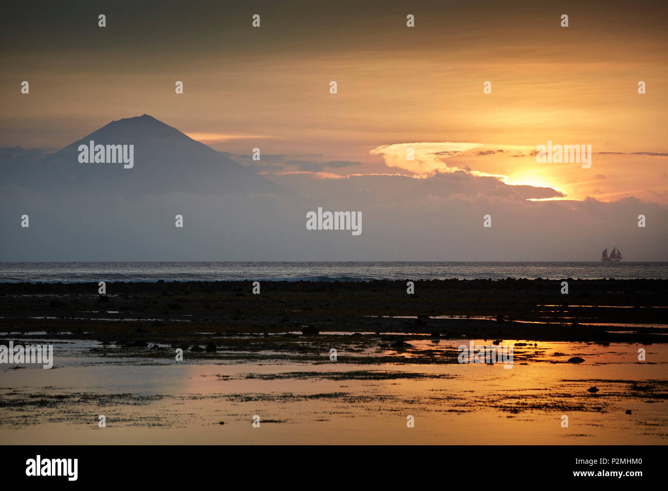 Sunset, view of Bali and the volcanoes Agung and Batur, Gili Trawangan, Lombok, Indonesia - Stock Image