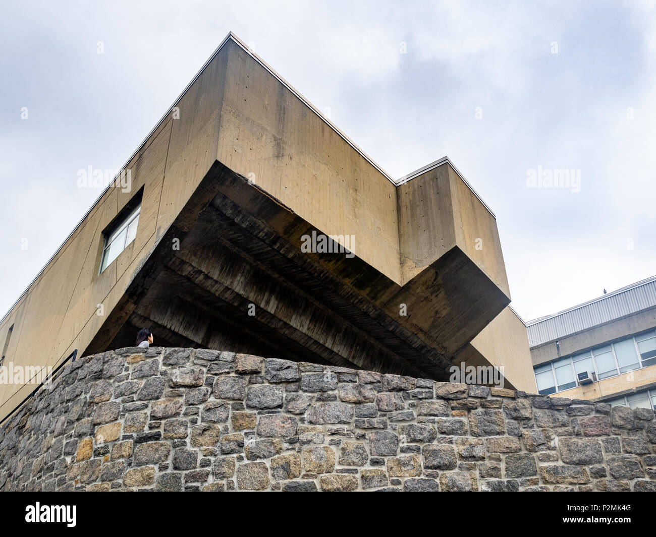 Begrisch Hall designed by Marcel Breuer, Bronx Community Campus, Bronx, New York. - Stock Image