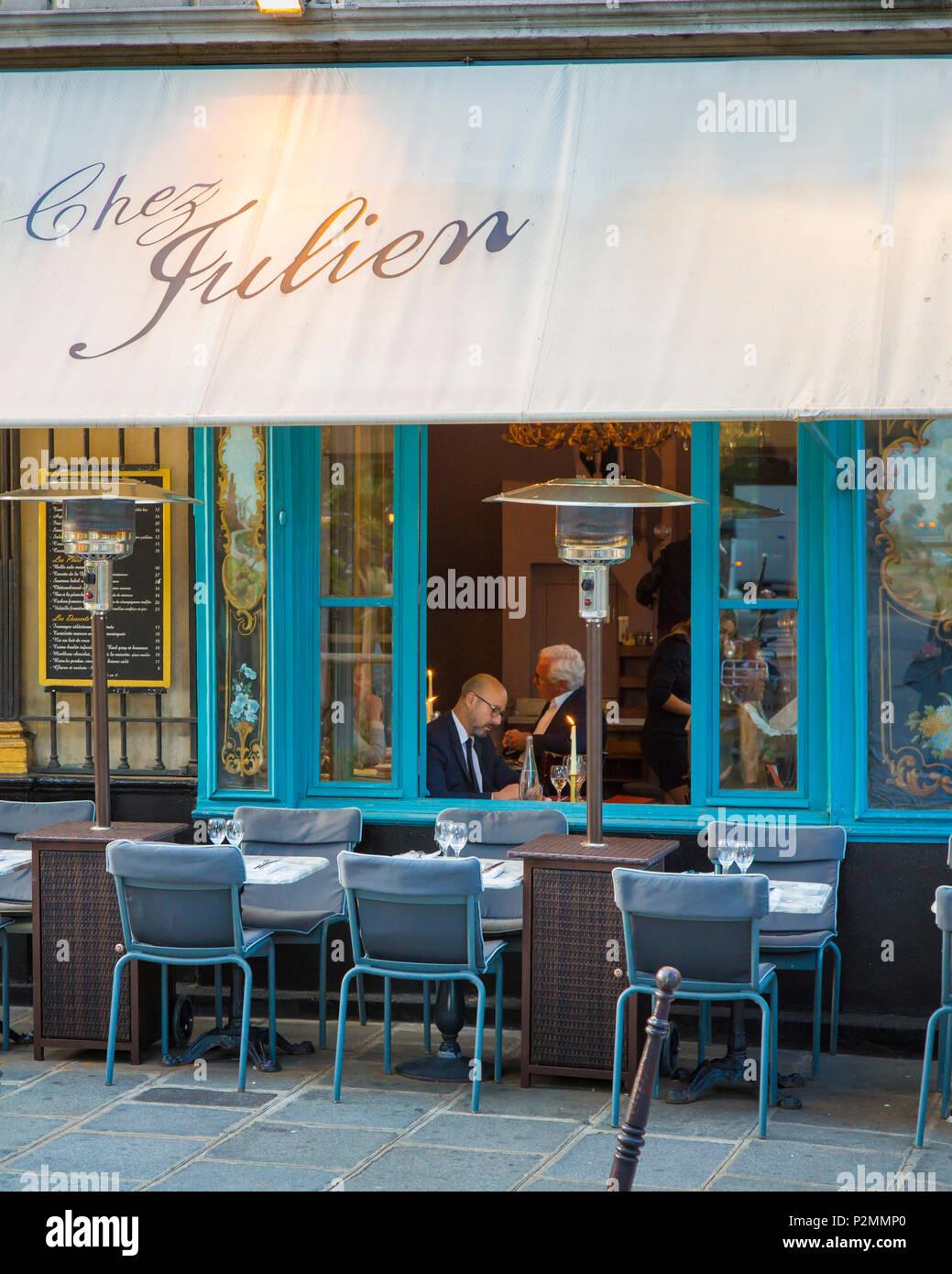 Evening at Chez Julien in les Marais, Paris, France - Stock Image