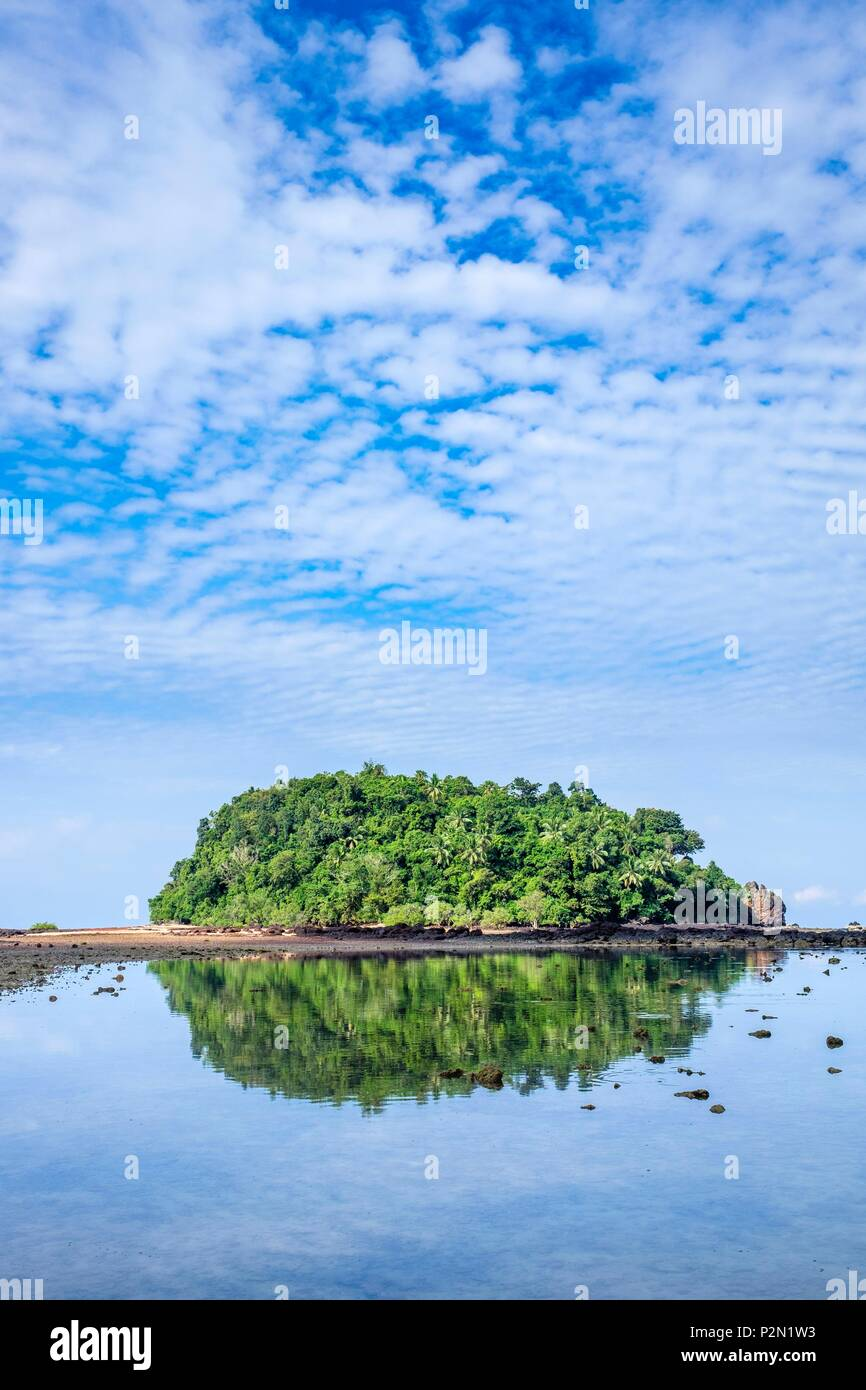 Thailand, Trang province, Ko Libong island, islet facing Haad Kao Lang beach which can be reached on foot at low tide - Stock Image