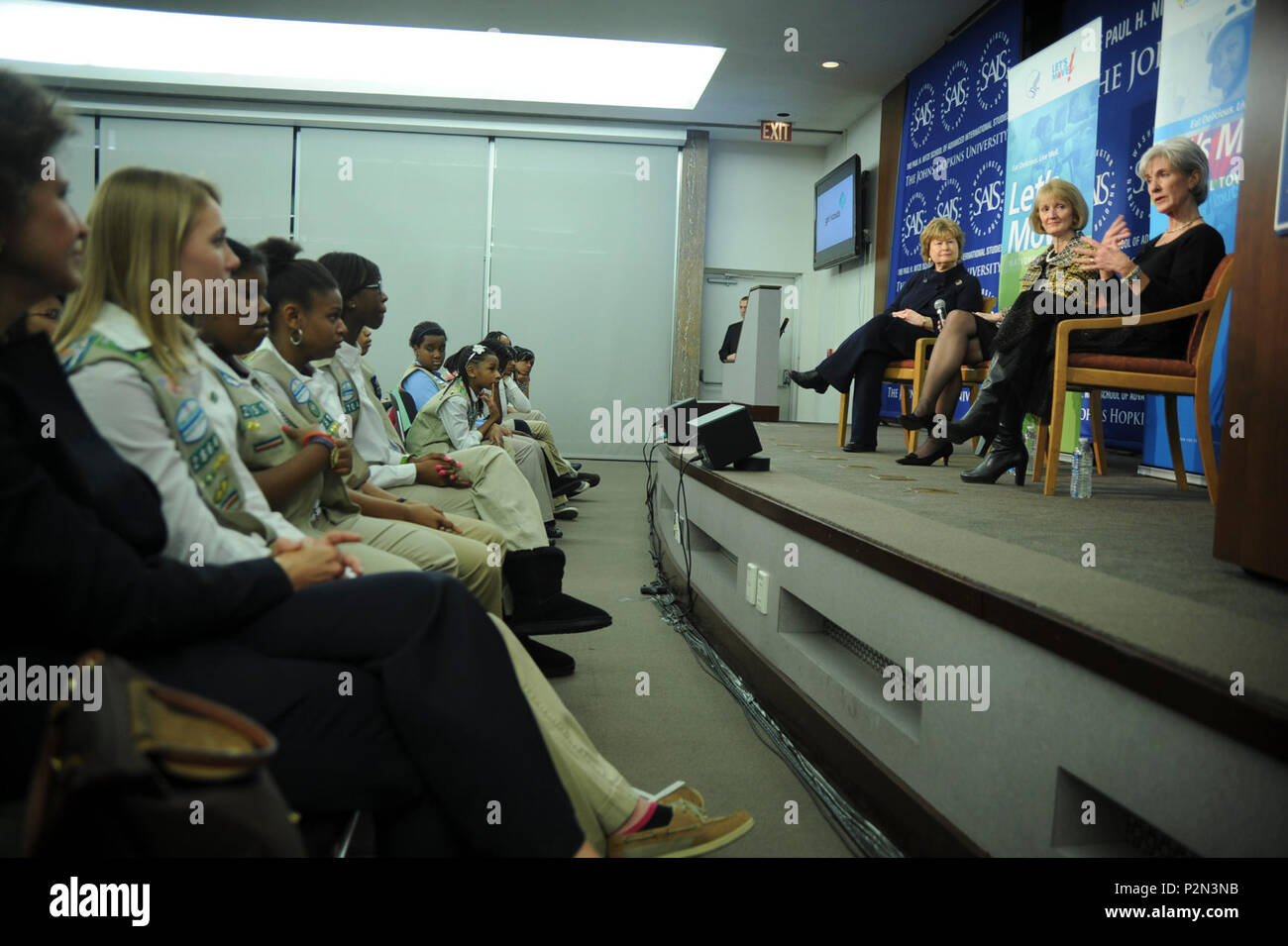(On Stage From Left) Kathy Cloninger of Girl Scouts USA, Rhonda Jordan of Kraft Foods and HHH Secretary Sebelius talk to Girl Scouts about the Let's Move Iniative a day after its 1st annivesary. - Stock Image