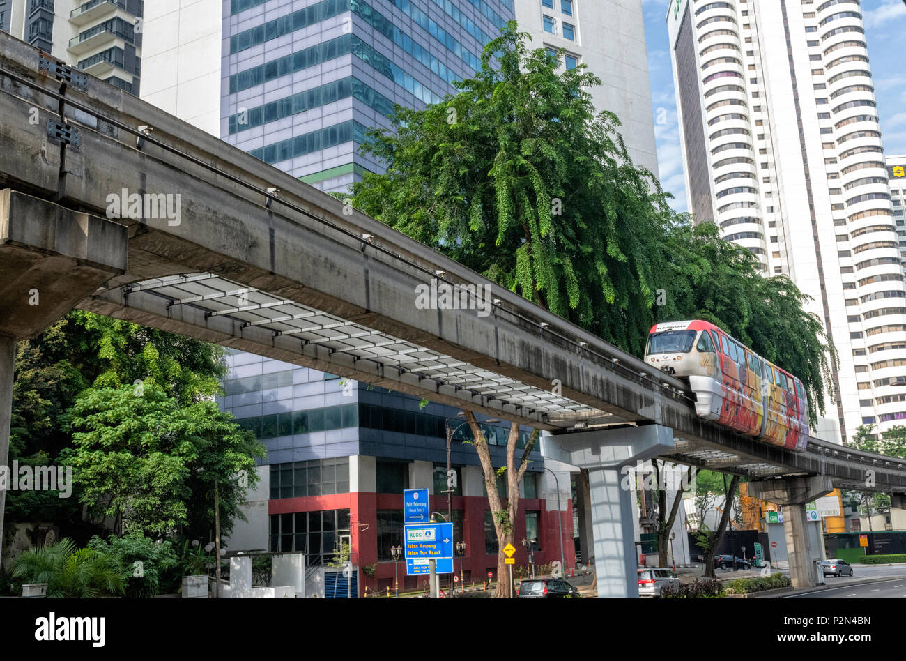 A Monorail Car passes above a main road in the centre of Kuala Lumpur, Malaysia - Stock Image