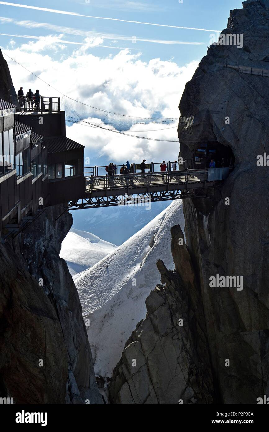 France, Haute Savoie, Chamonix Mont Blanc, terrace of the Aiguille du Midi (3848m), Mont Blanc range - Stock Image