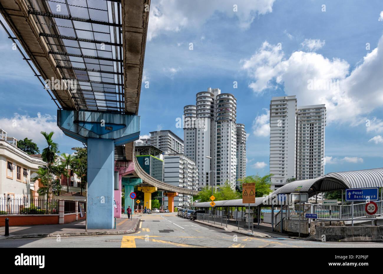 A monorail heading into Kuala Lumpur city centre. Kuala Lumpur, Malaysia - Stock Image