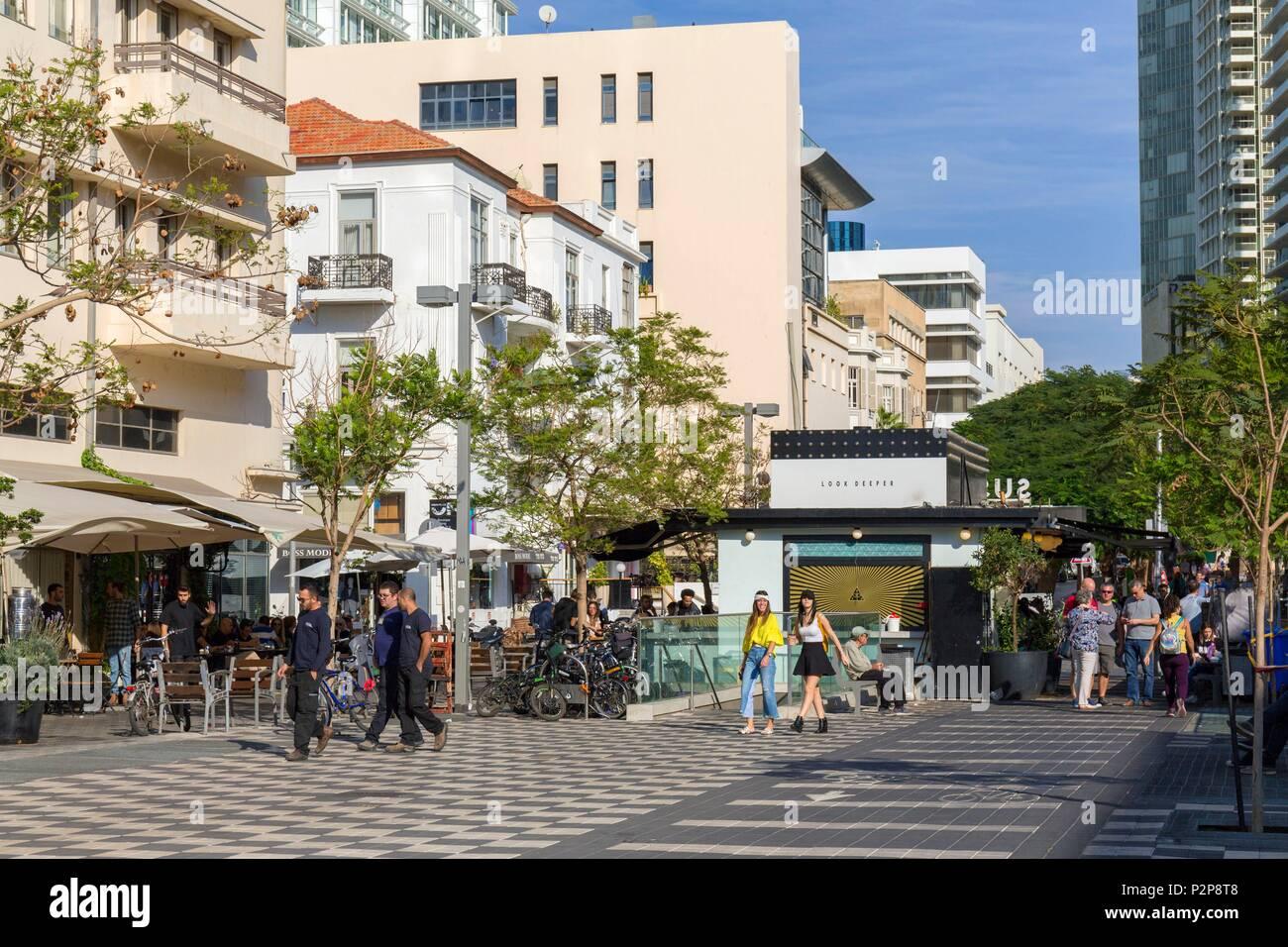 Israel, Tel Aviv, downtown, Sderot (boulevard) Rothschild, pedestrian area - Stock Image