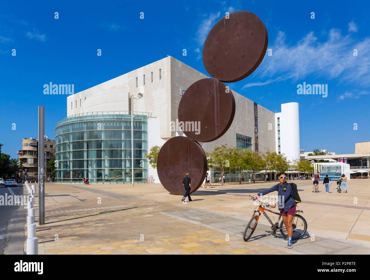 Israel, Tel Aviv-Jaffa, Tel-Aviv, the city center, Habima Square and the Habima Theater, the national theater of Israel, an expression of the spirit of the Jewish people with a particular focus on Hebrew culture and language, sculpture Uprise by Menashe Kadishman - Stock Image