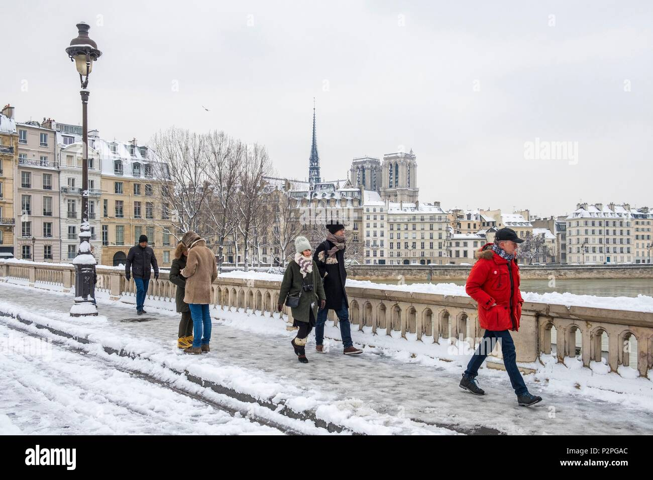 France, Paris, area listed as World Heritage by UNESCO, January 2018 flood, Louis Philippe bridge, Ile de la Cite island with Notre Dame cathedral, snowfalls on 07/02/2018 - Stock Image