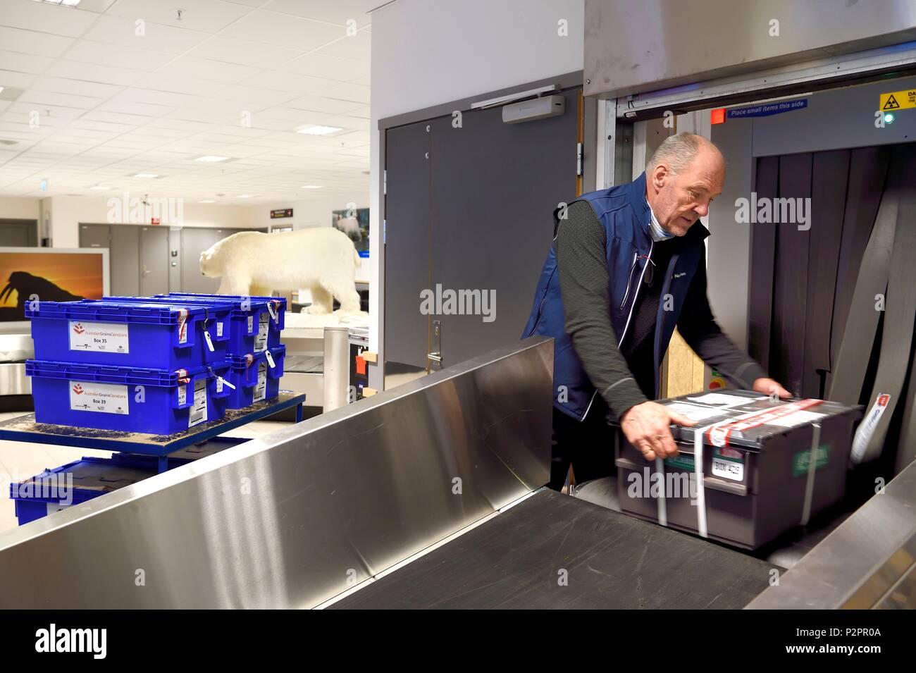 Scanning Luggage Stock Photos & Scanning Luggage Stock Images - Alamy