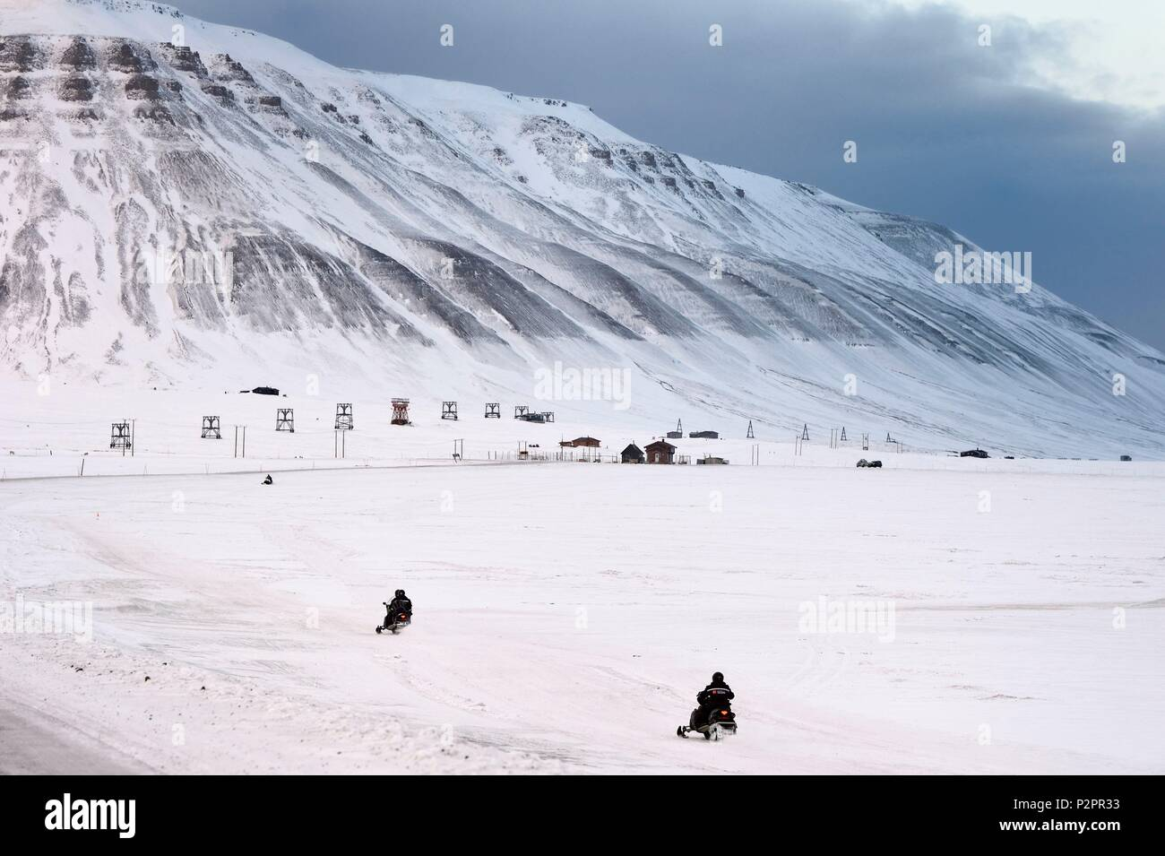 Norway, Svalbard, Spitzbergen, Adventdalen valley near Longyearbyen, snowmobile - Stock Image
