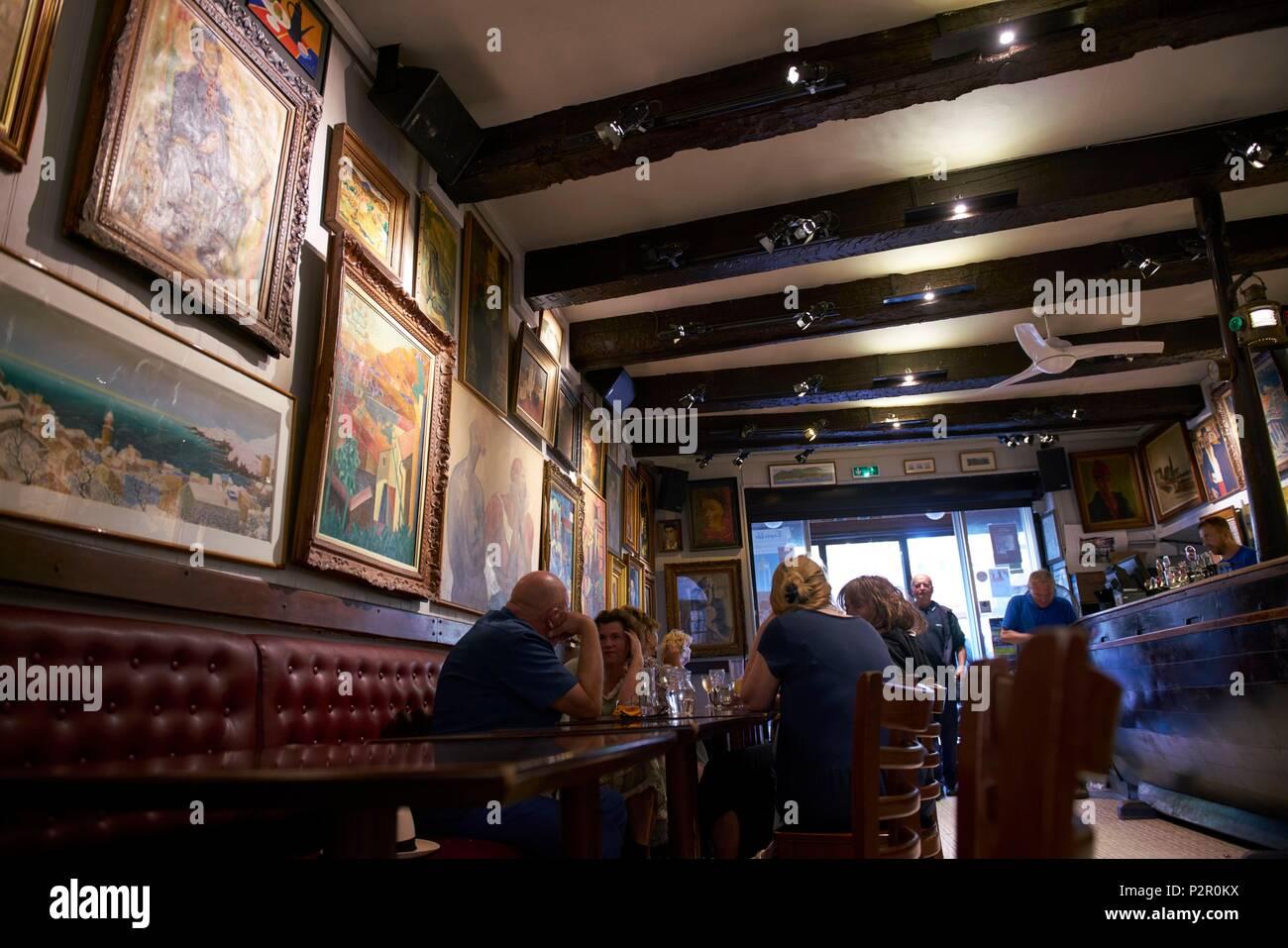 France, Pyrenees Orientales, Collioure, bar, restaurant, Les Templiers - Stock Image