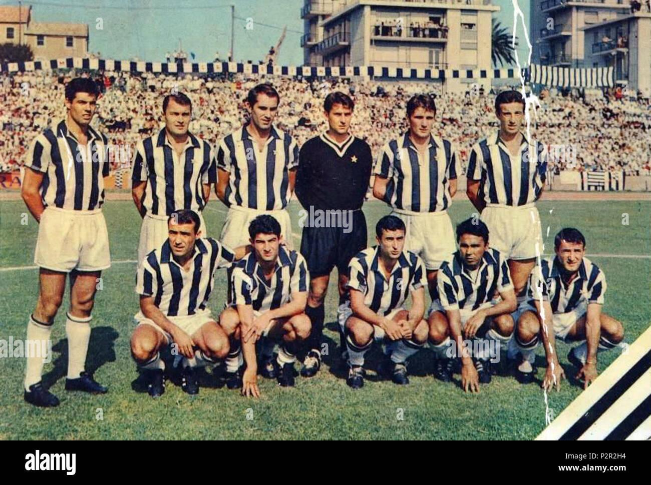 . Italiano: Una formazione della Juventus nella stagione 1966-67. between 1966 and 1967. Unknown 45 Juventus Football Club 1966-1967 - Stock Image