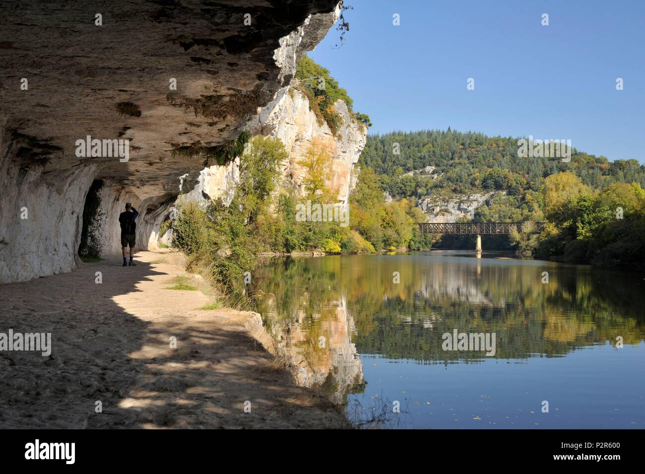 France, Lot, Saint Cirq Lapopie, between Saint Cirq Lapopie and Bouziès, towpath Ganil on the banks of the Lot and the bas relief of the sculptor Daniel Monnier - Stock Image