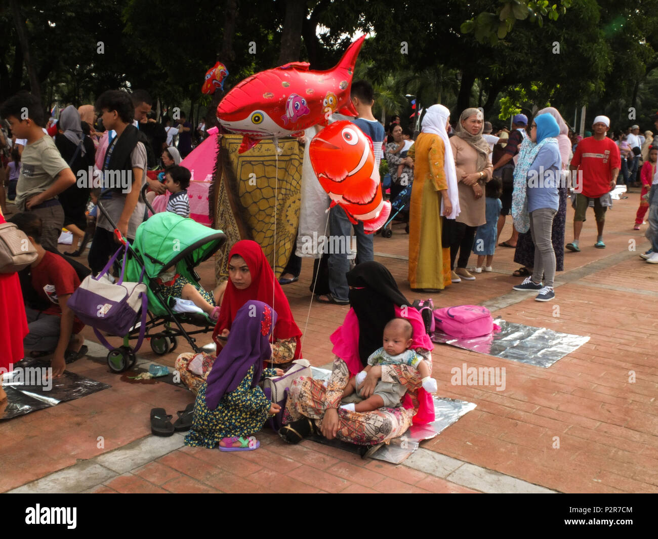 Manila, Philippines. 2nd Feb, 2018. Muslim families gather around the Quirino Grandstand grounds.Filipino and foreign Muslims gather at Quirino Grandstand in Manila to celebrate the end of Ramadan. They celebrate it with prayers, food and fun, especially for the family. Eid al-Fitr is an important religious holiday celebrated by Muslims worldwide that marks the end of Ramadan, the Islamic holy month of fasting. Credit: Josefiel Rivera/SOPA Images/ZUMA Wire/Alamy Live News - Stock Image