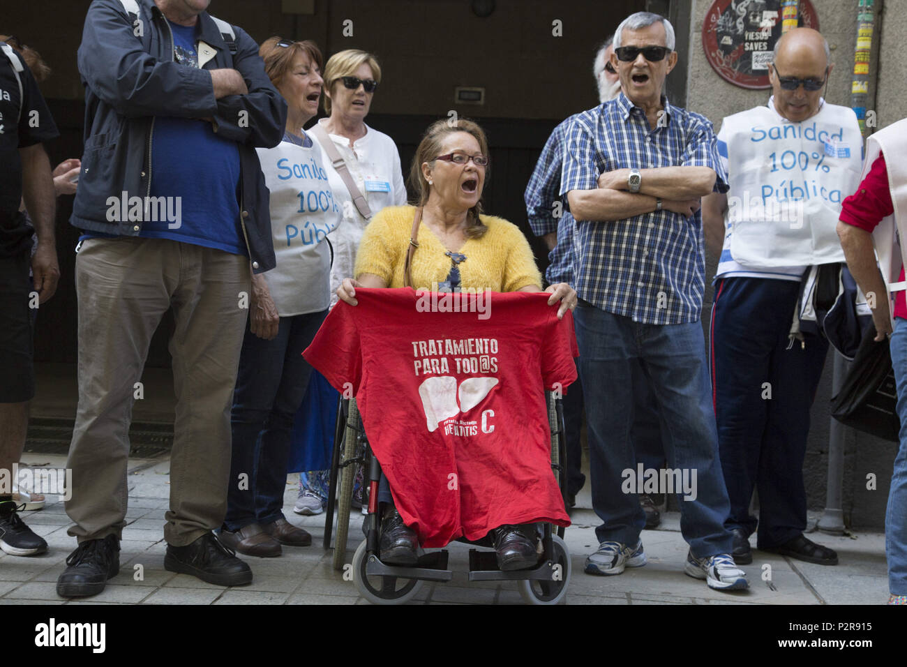 June 14, 2018 - Madrid, Spain - Demonstrators demand sanitary treatments for all..Delivery of 41 000 signatures against waiting lists and referrals from public health to private healthcare. (Credit Image: © Lito Lizana/SOPA Images via ZUMA Wire) - Stock Image
