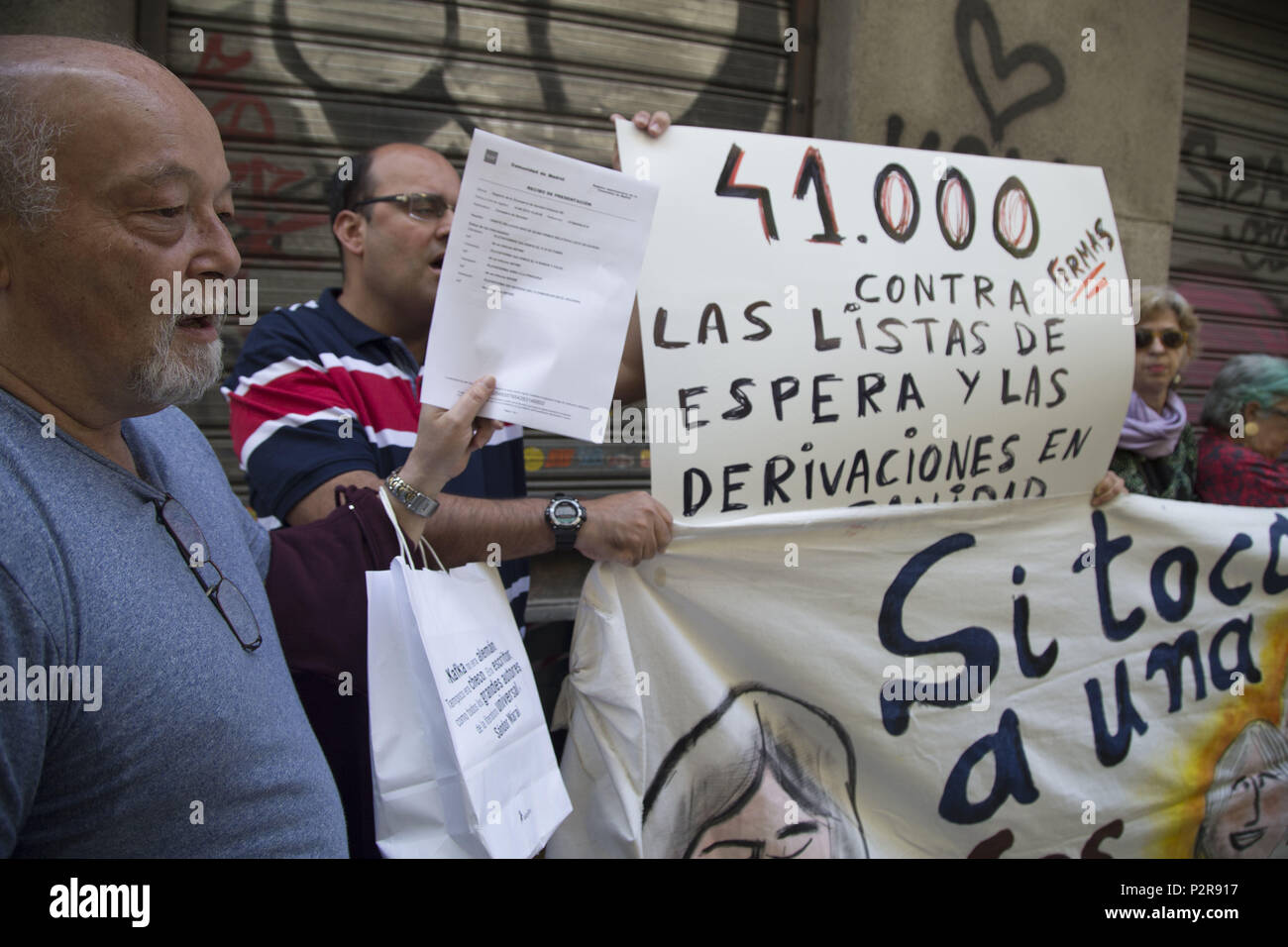 June 14, 2018 - Madrid, Spain - Protest after the delivery of the signatures..Delivery of 41 000 signatures against waiting lists and referrals from public health to private healthcare. (Credit Image: © Lito Lizana/SOPA Images via ZUMA Wire) - Stock Image