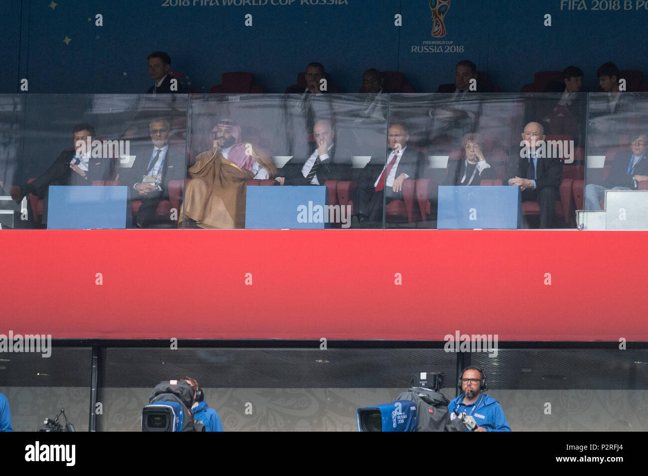 Moscow, Russland. 14th June, 2018. Gianni INFANTINO (left, president, FIFA) and Vladimir Vladimirovich PUTIN (with right, president of Russia) watch the match, spectators, Russia (RUS) - Saudi Arabia (KSA) 5: 0, preliminary round, Group A, Game 1, on 14.06.2018 in Moscow; Football World Cup 2018 in Russia from 14.06. - 15.07.2018. | usage worldwide Credit: dpa/Alamy Live News - Stock Image