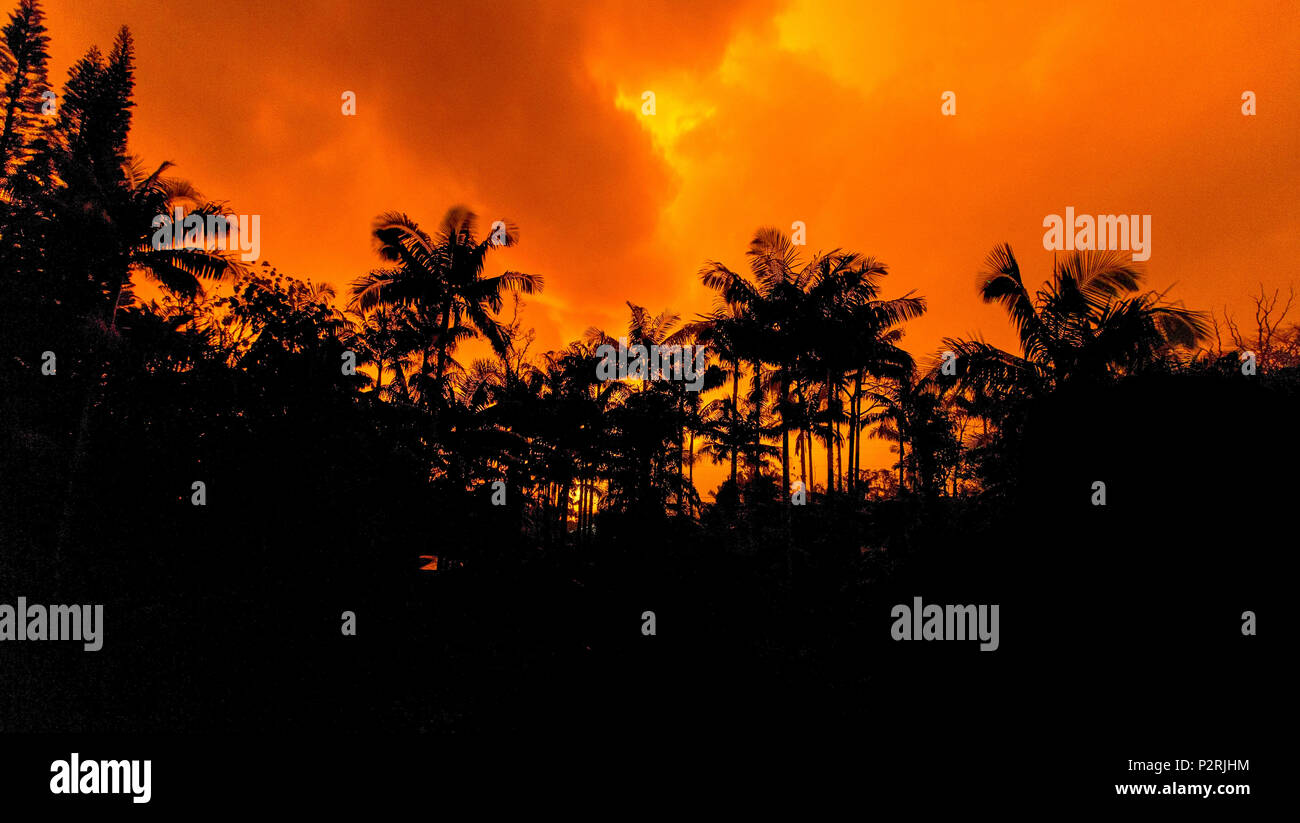 Pahoa, Hawaii, USA. 8th June, 2018. The evening sky is illuminated brilliant colors by the nearby Kilauea Volcano eruption gasses in the Leilani Estates yard of Laura and Neil Oudinot on Friday, June 9, 2018, in Pahoa, Hawaii. Credit: L.E. Baskow/ZUMA Wire/Alamy Live News - Stock Image