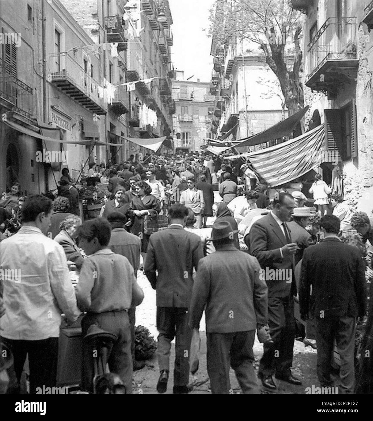 3 A Piscarì- Il mercato della Pescheria a Caltanissetta anni 60 - Stock Image
