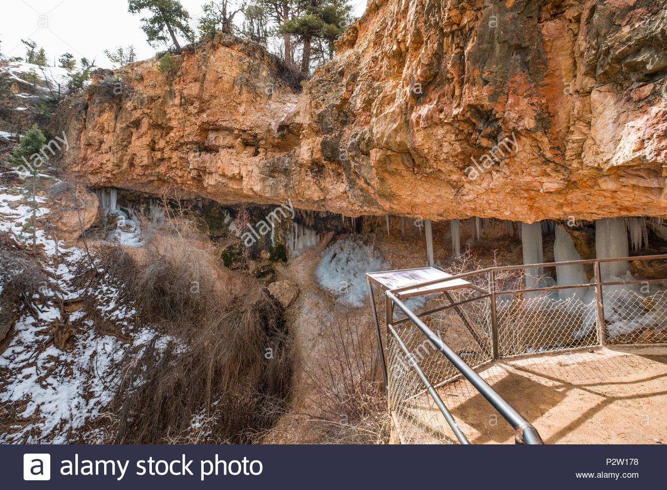 Fence and sign outside Mossy Cave shelter cave grotto, Bryce Canyon National Park, Garfield County, Utah, USA - Stock Image