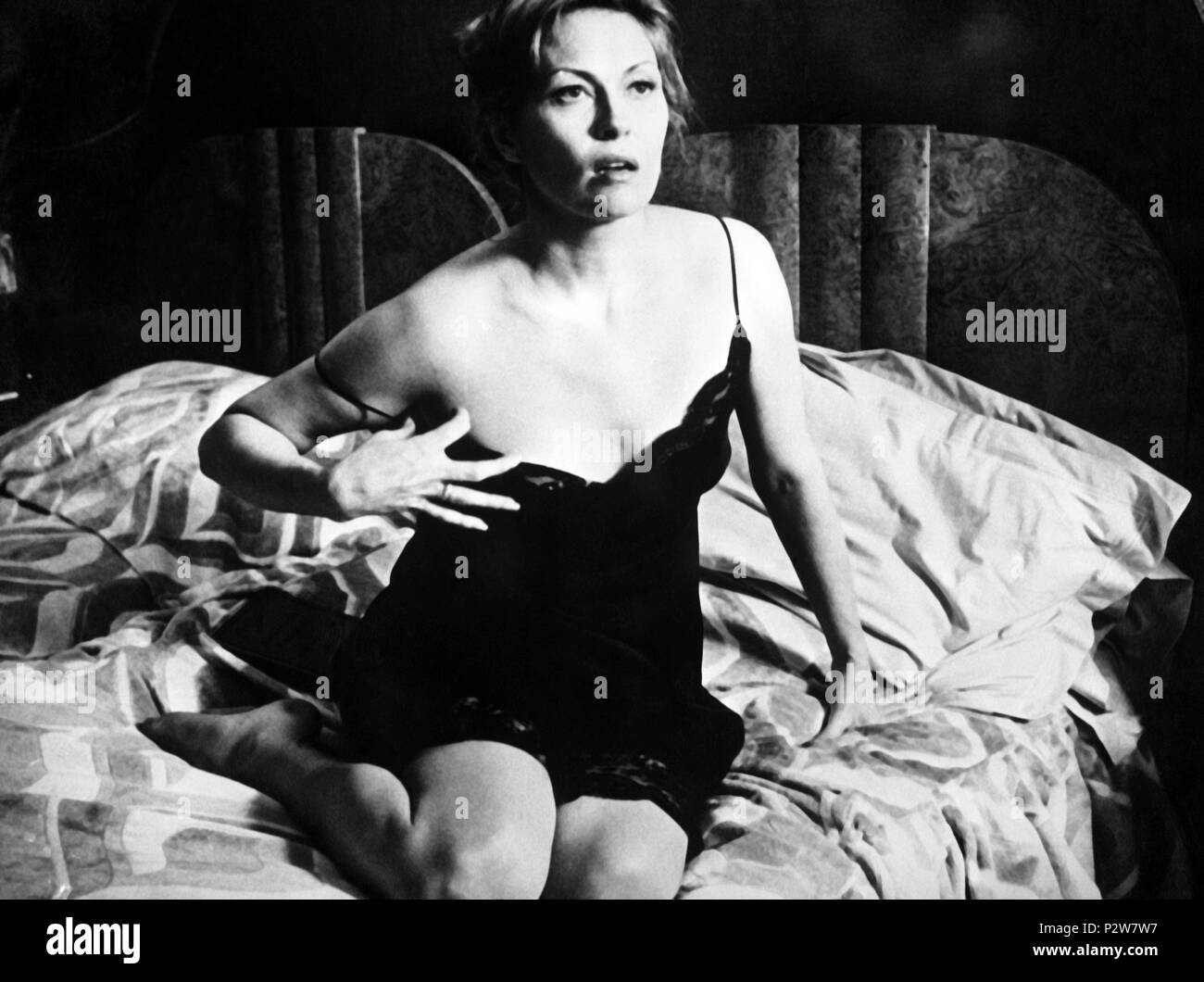 Original Film Title: VOYAGE OF THE DAMNED.  English Title: VOYAGE OF THE DAMNED.  Film Director: STUART ROSENBERG.  Year: 1976.  Stars: FAYE DUNAWAY. Credit: ASSOCIATED GENERAL / Album - Stock Image