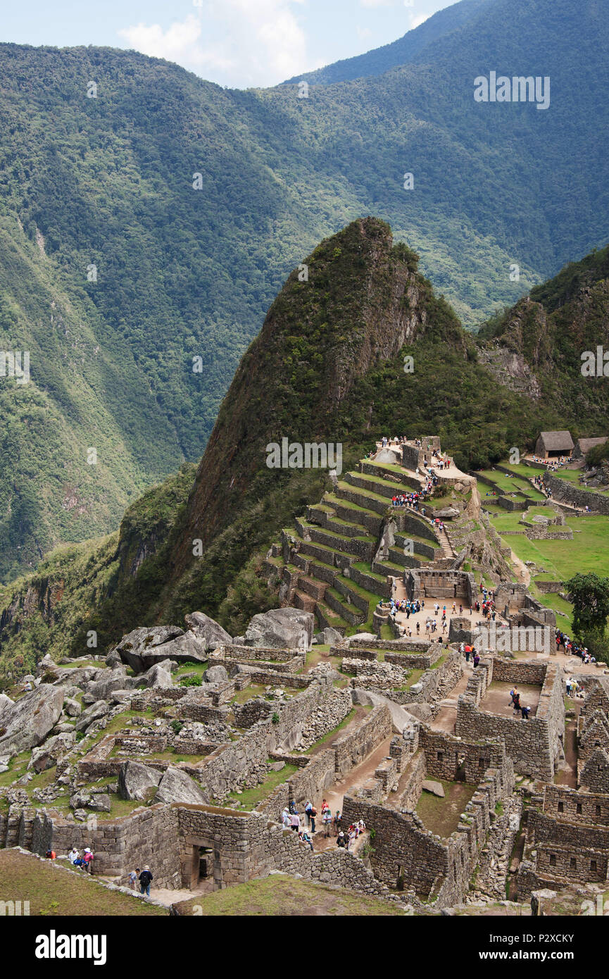 The valley of Machu Picchu with Huayna Picchu mountain in the background - Stock Image