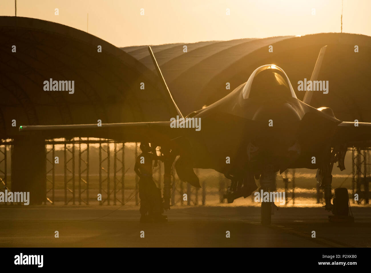 U 2 Aircraft Maintenance Unit Crew Chief Stock Photos Airsuperiority Weekly Digital Timer Circuit A 58th Prepares An F 35a For Take Off Aug