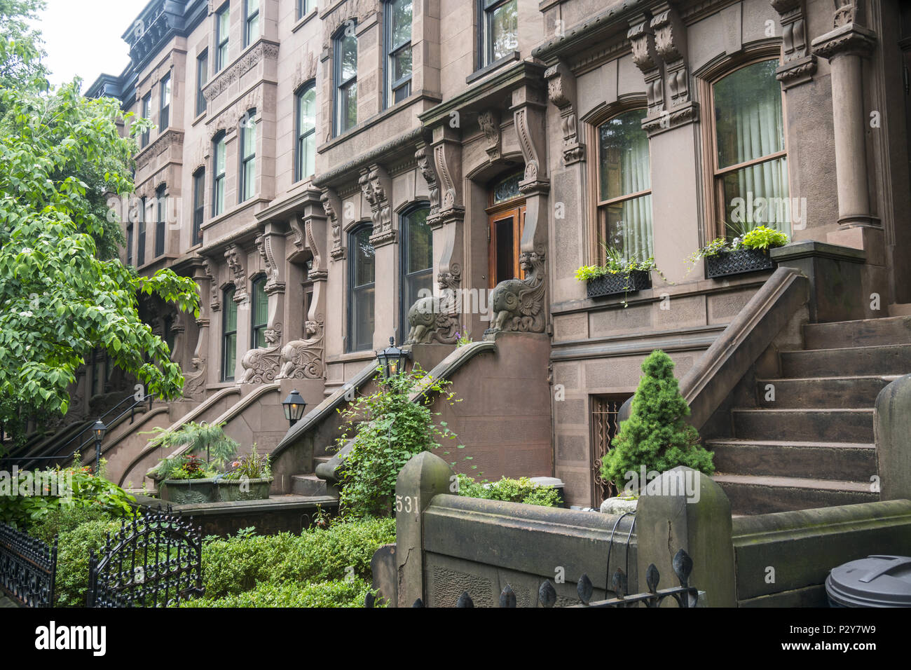 Brownstone apartment houses in the residential Park Slope ...