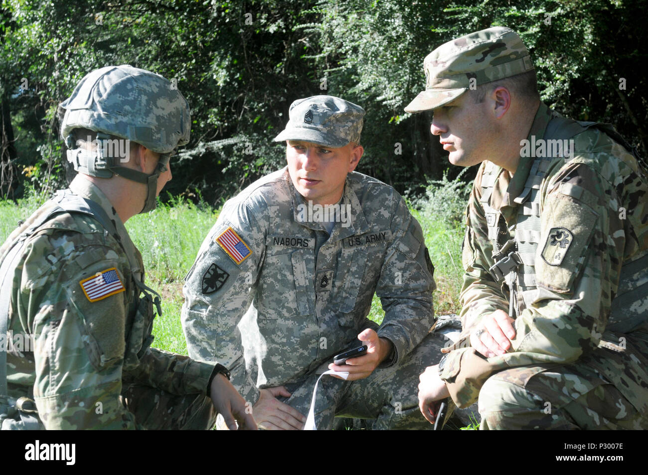 U.S. Army Lt. Ben Rymer and U.S. Army Sgt. 1st Class Chad Nabors from the 678th Air Defense Artillery Brigade, South Carolina National Guard, provide instructions to soldiers and officers during training at the 678th Air Defense Brigade in Eastover, S.C., August 16, 2016.  The soldiers conducted battle drills reacting to indirect fire while dismounted. (U.S. Army National Guard photo by Staff Sgt. Kevin Pickering/Released) - Stock Image
