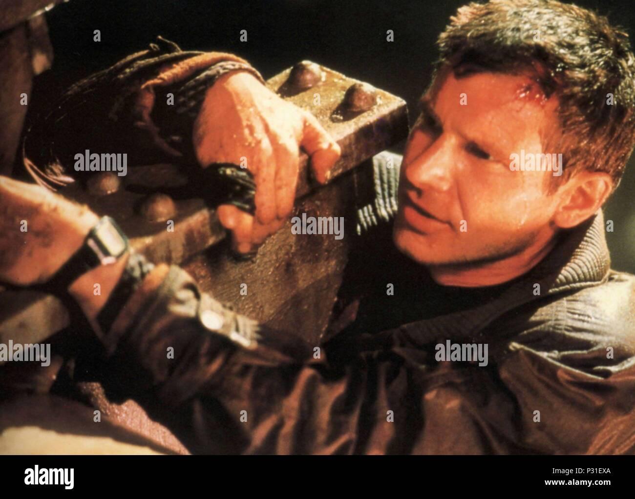 Original Film Title: BLADE RUNNER.  English Title: BLADE RUNNER.  Film Director: RIDLEY SCOTT.  Year: 1982.  Stars: HARRISON FORD. Credit: LADD COMPANY/WARNER BROS / Album - Stock Image