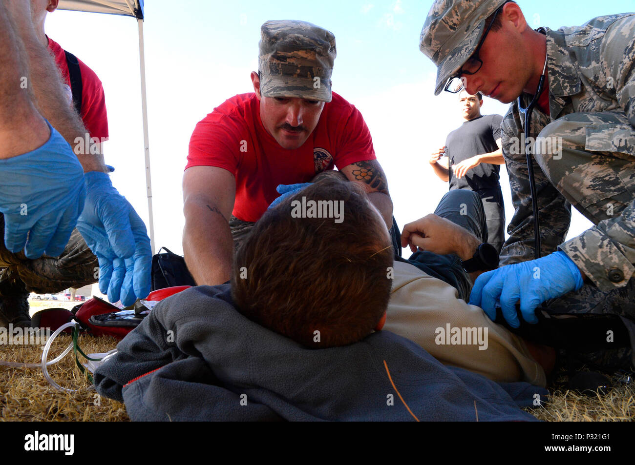 Emergency medical technicians assigned to Scott Air Force Base, Ill., treat a patient in a simulated hyperthermia scenario during the 2016 EMT Rodeo Aug. 26, 2016 at Cannon Air Force Base, N.M. Cannon's EMT Rodeo tests the skills of medical professionals from across the Air Force through a series of innovative, high-pressure scenarios. (U.S. Air Force photo by Tech. Sgt. Manuel J. Martinez)) - Stock Image
