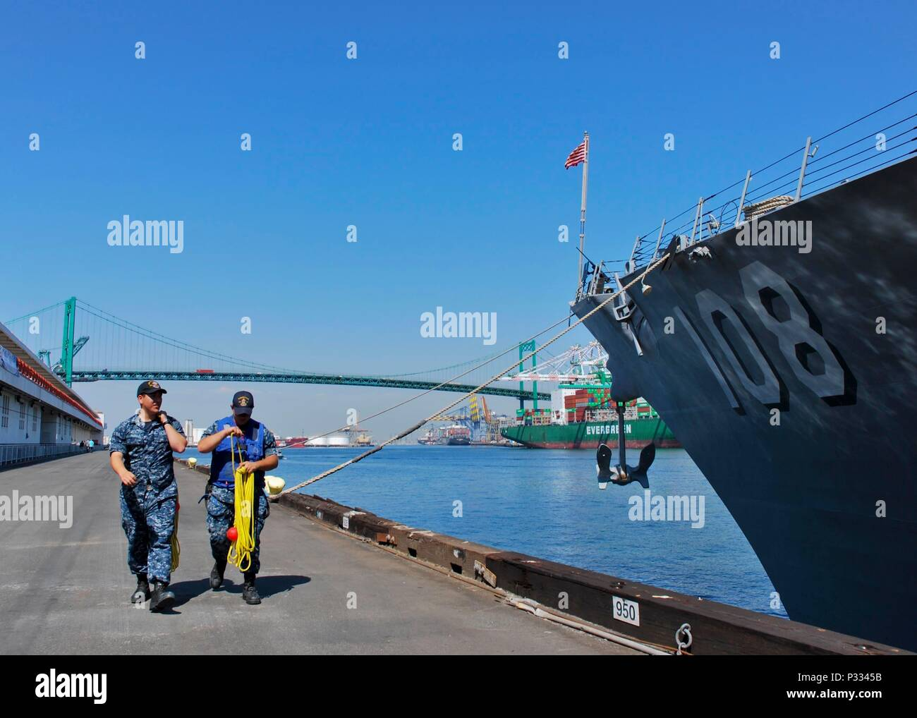 160830-N-HP195-032 SAN PEDRO, Calif. (Aug. 30, 2016) Seaman Jacob Padilla, left, and Petty Officer 3rd Class Keith Fanelli, deck department Sailors aboard USS Wayne E. Meyer (DDG 108), return to their ship from mooring duties at the Port of Los Angeles in preparation for LA Fleet Week. Wayne E. Meyer and USS America (LHA 6), both homeported in San Diego, will be docked pierside for the duration of LA Fleet Week, the first officially designated Fleet Week event to be held in the city of Los Angeles. (U.S. Navy photo by MC1 Christopher Okula/Released) - Stock Image