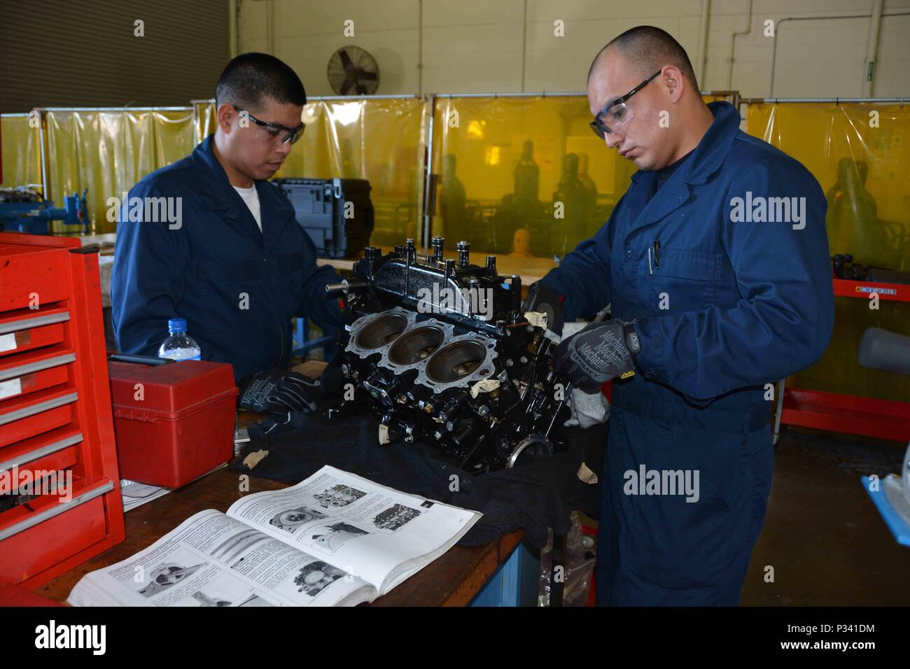 Marine special operations school stock photos marine for Outboard motor repair training online