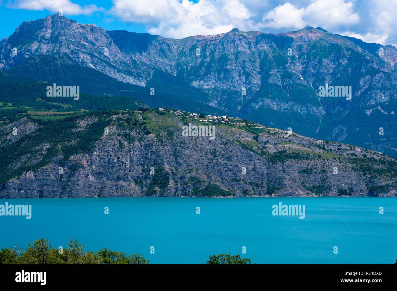 Lac Serre Poncon : Beautiful lac de serre poncon in the french alps in france stock