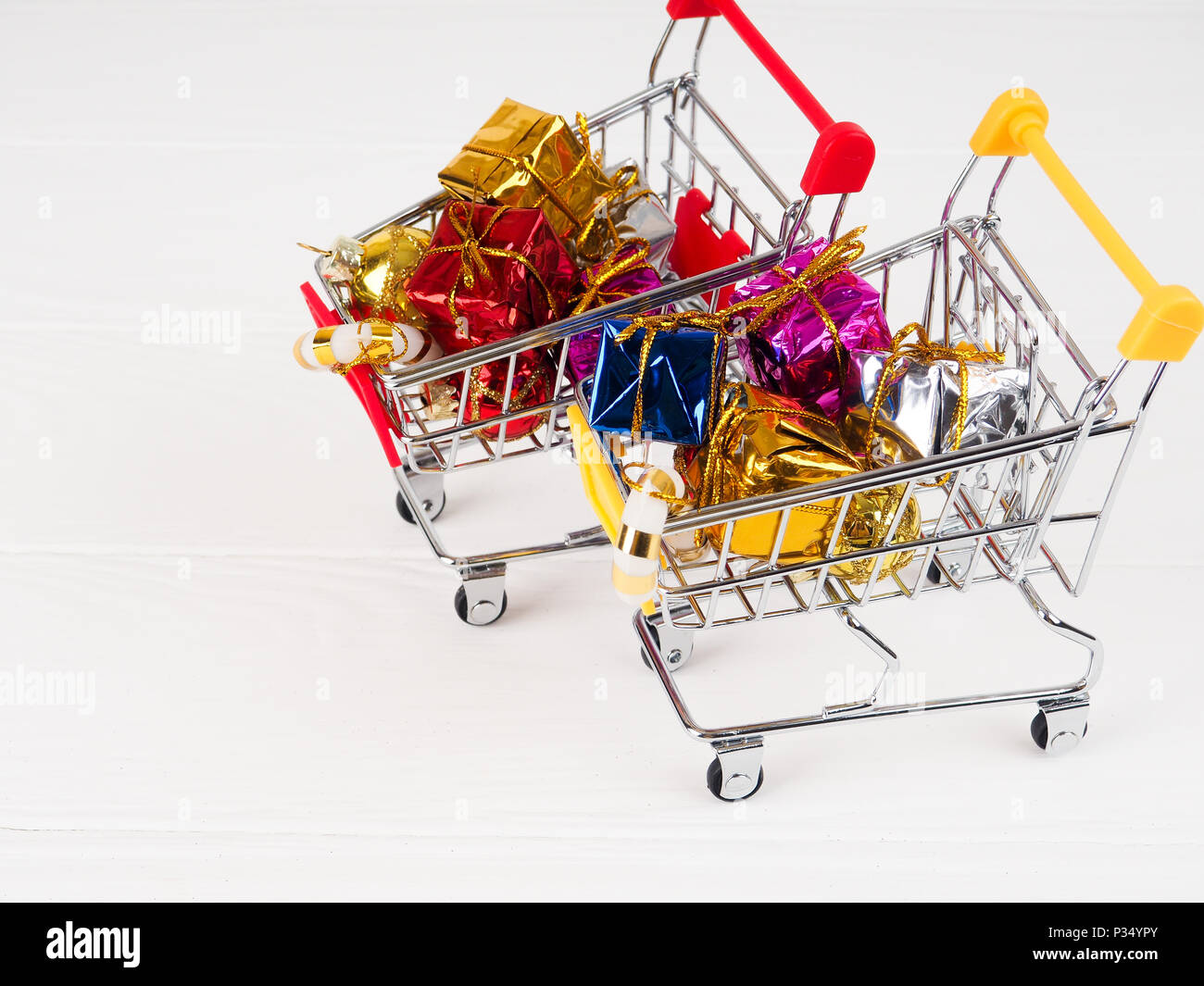 Shopping cart with Christmas gifts and presents, Christmas and New ...