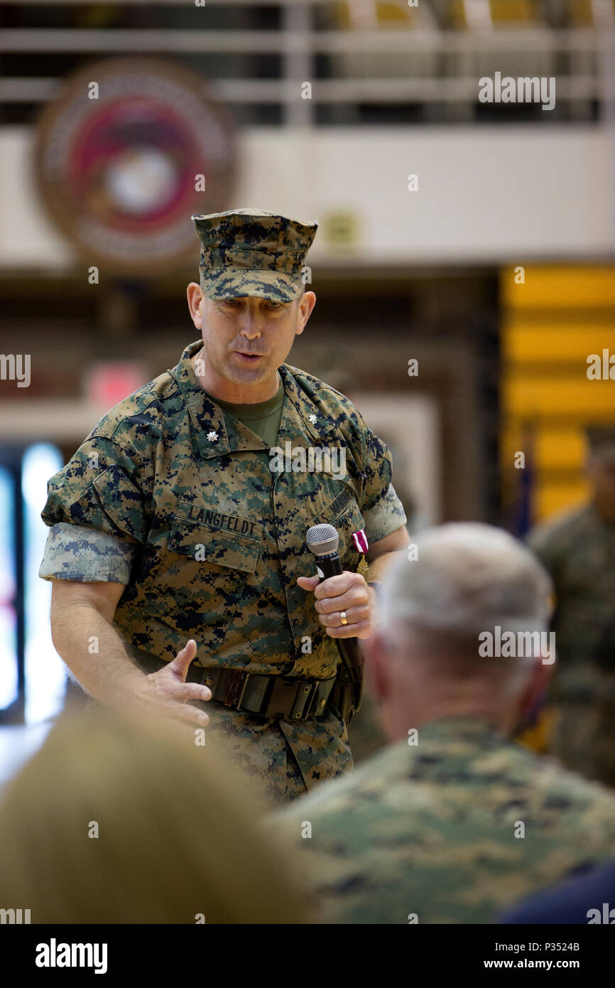 U.S. Marine Corps Lt. Col. Lance J. Langfeldt, outgoing commanding officer of 2nd Tank Battalion, 2nd Marine Division, offers remarks during a change of command ceremony at Camp Lejeune, N.C., June 15, 2018. During the ceremony, Langfeldt relinquished command of the unit to Lt. Col. Charles D. Nicol. (U.S. Marine Corps photo by Cpl. Melanye Martinez) - Stock Image