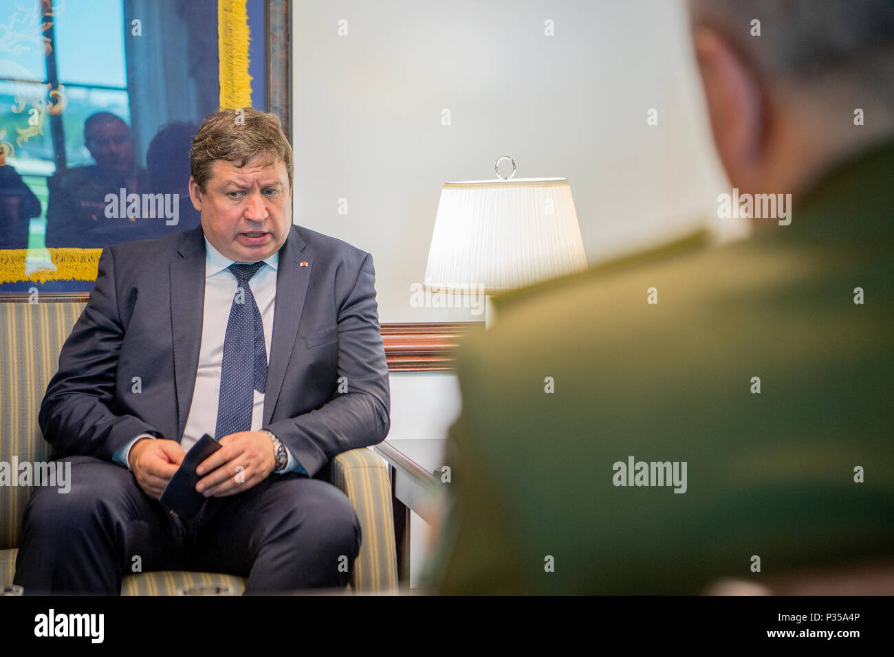 Secretary of the Army Dr. Mark T. Esper welcomes the Honorable Raimundas Karoblis, Minister of Defence of Lithuania, at the Pentagon, Washington, D.C., June 14, 2018.  (U.S. Army photo by Daniel Torok) - Stock Image
