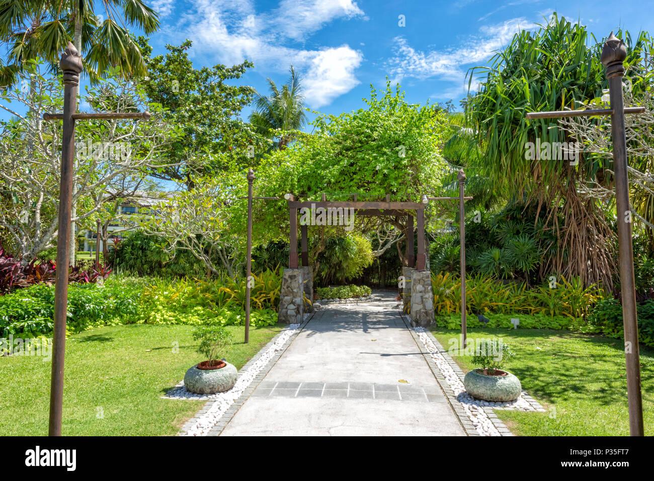 The lush grounds of the Shangri La Rasa Ria Hotel and Resort in Kota Kinabalu, Borneo, Malaysia - Stock Image