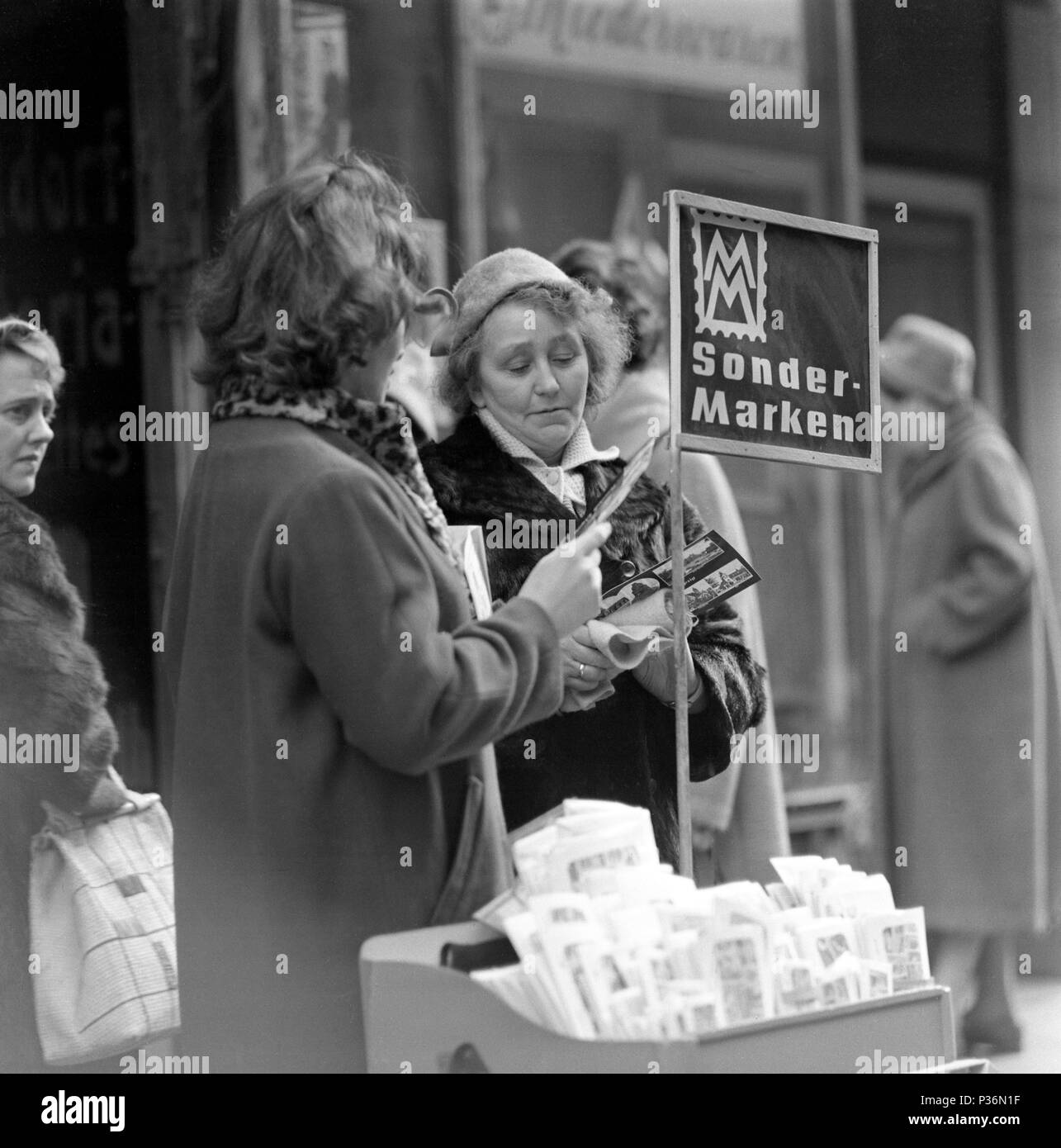 Berlin, GDR, woman sells special stamps for the Muster-Messe - Stock Image