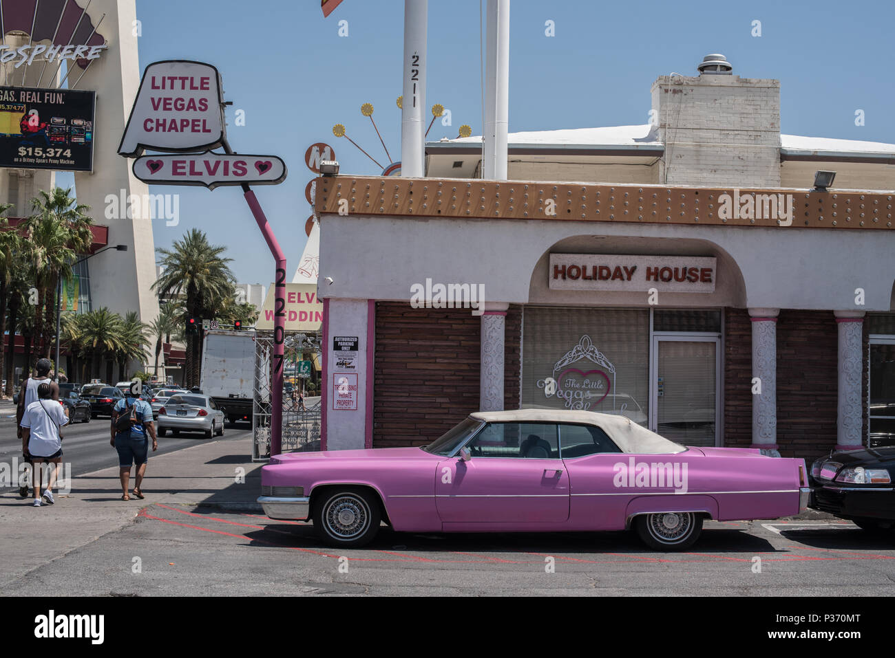 Pink Cadillac car outside a Las Vegas wedding chapel, Nevada, usa Stock Photo